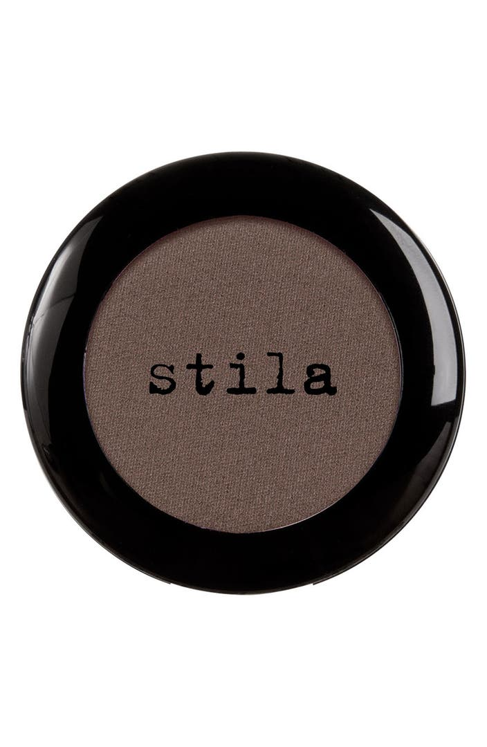 Eye Shadow in an elegant mirror palette with 18 colors inclusive a brush made from real hair. Eye Shadow is a creamy pressed powder for dry application. The exceptional formulation enhances a gentle application and produces a pleasantly soft feeling on the skin.
