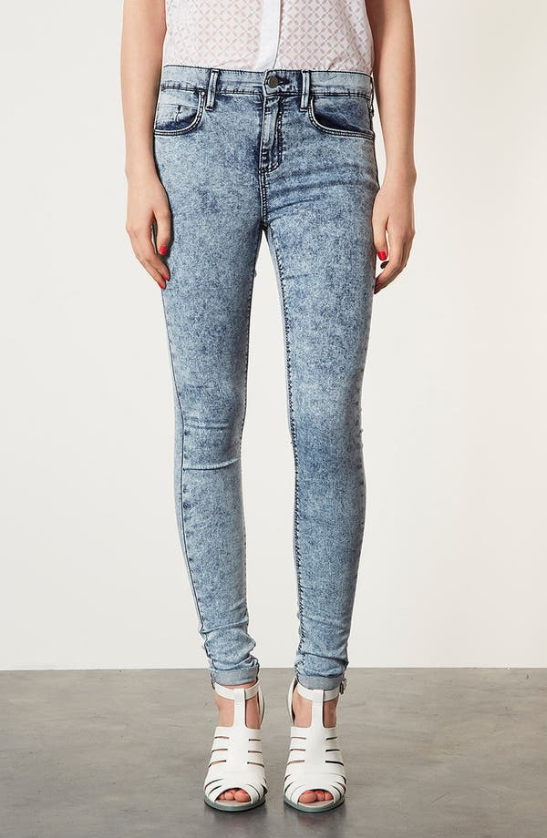 Alternate Image 1 Selected - Topshop Moto 'Leigh' Acid Wash Skinny Jeans