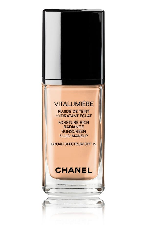 Main Image - CHANEL VITALUMIÈRE  Moisture-Rich Radiance Sunscreen Fluid Makeup Broad Spectrum SPF 15