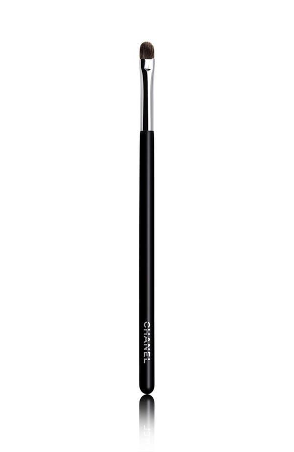 Alternate Image 1 Selected - CHANEL PETIT PINCEAU PAUPIÈRES ET CONTOUR  Small Contour & Shadow Brush #26