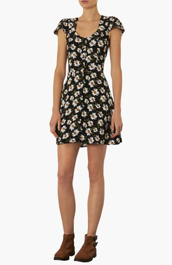 Alternate Image 1 Selected - Topshop Daisy Print Tea Dress