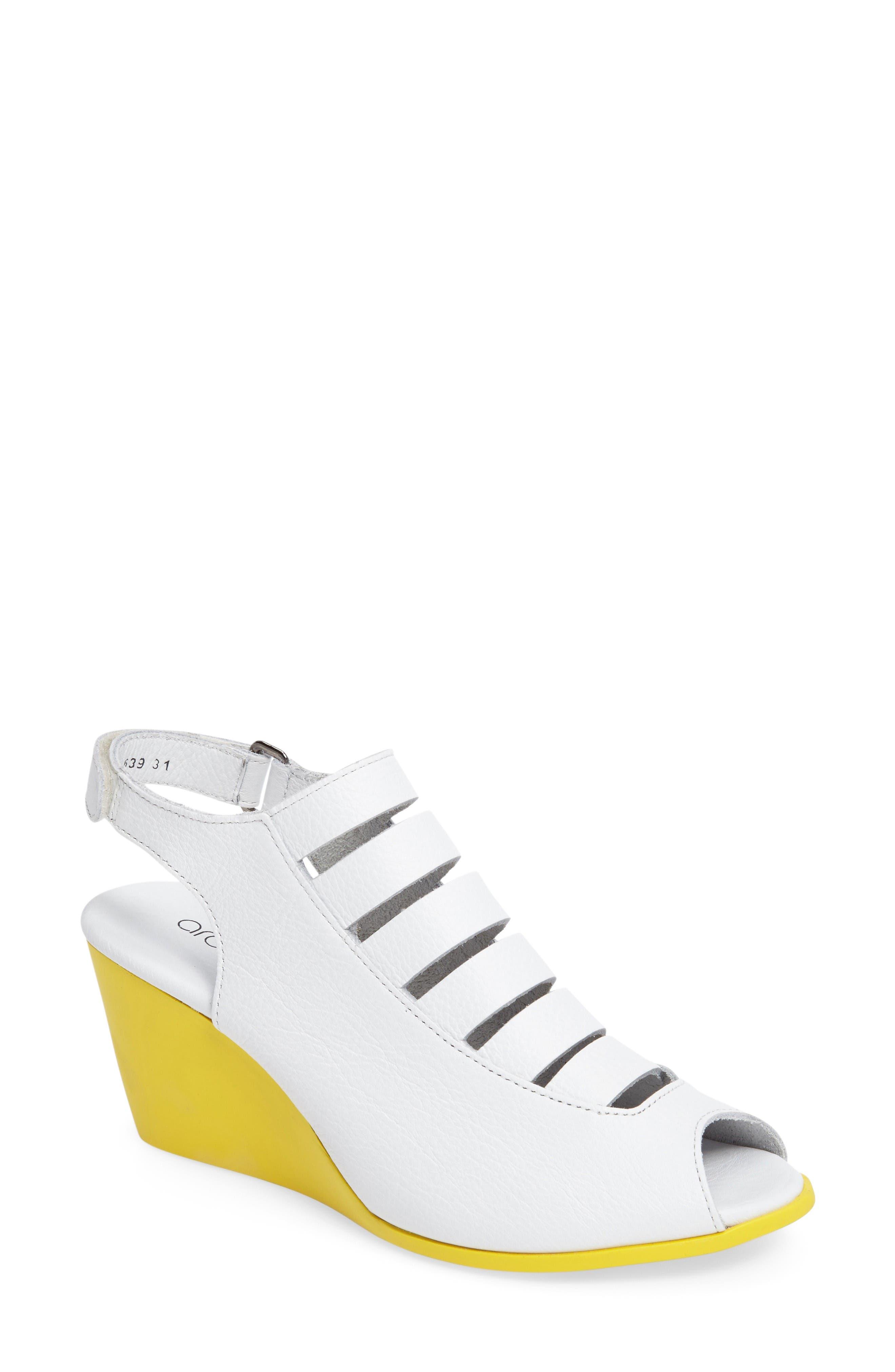 ARCHE Egzy Wedge Sandal