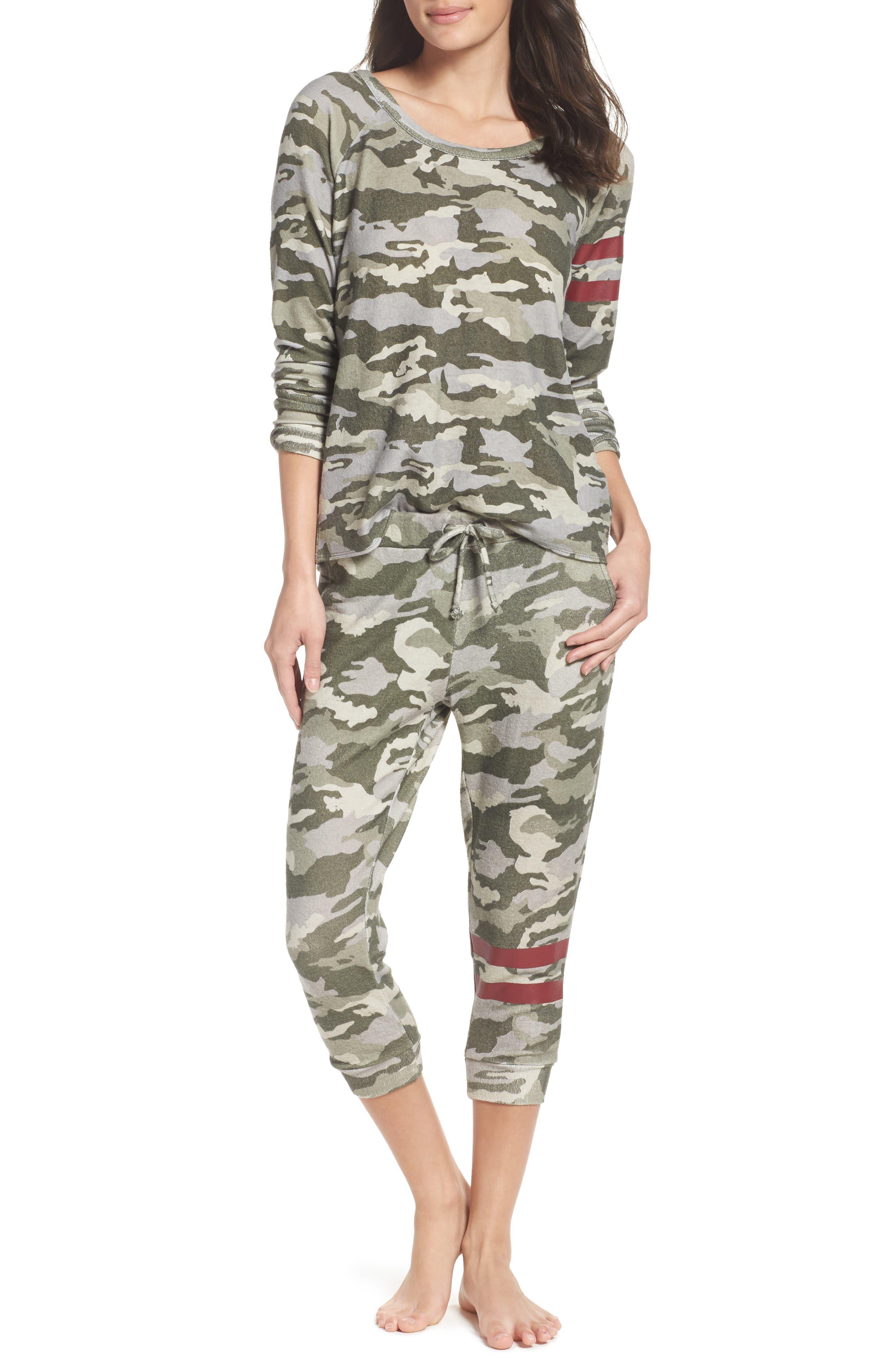 Chaser Sweatshirt & Lounge Pants
