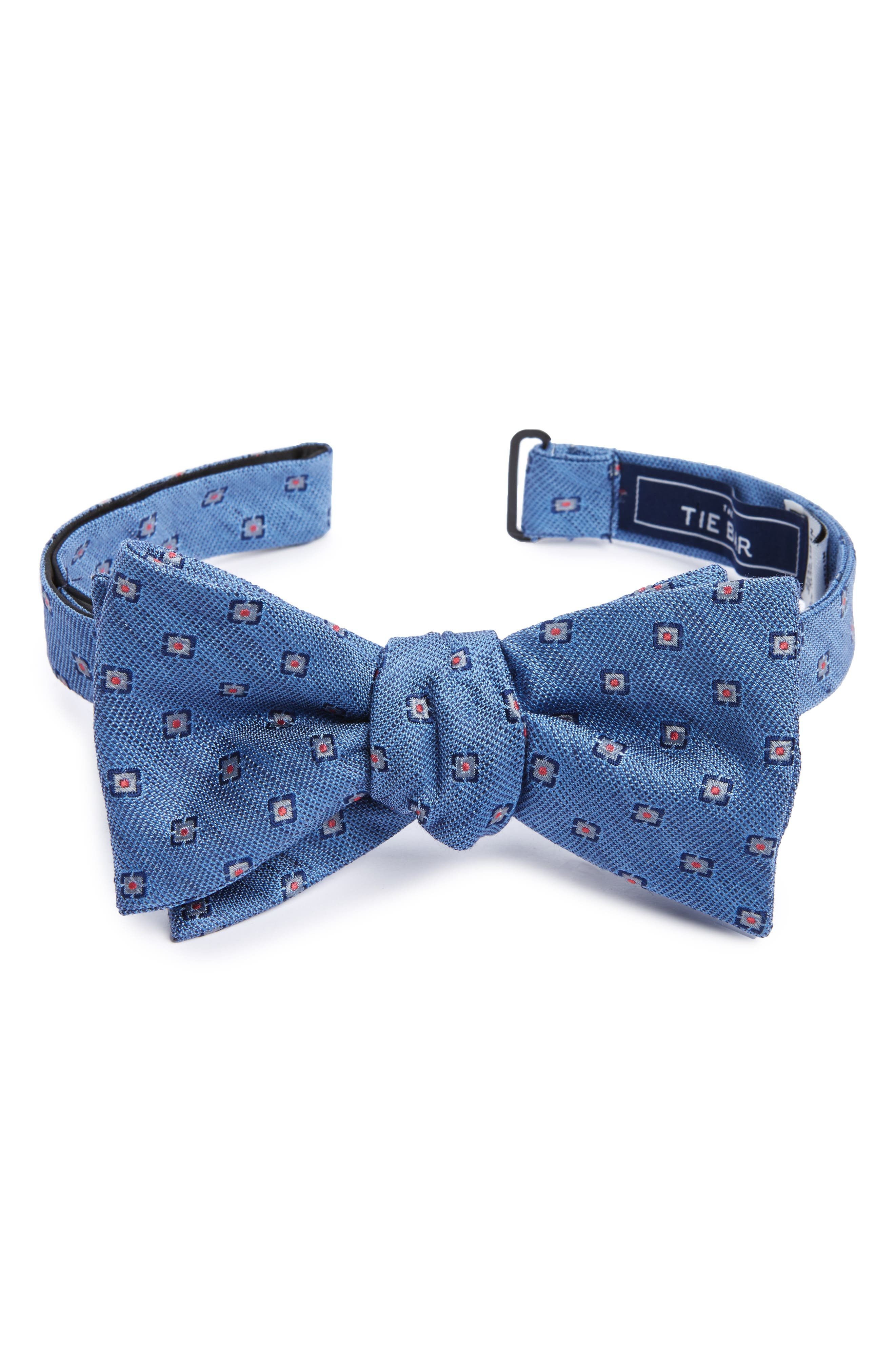 The Tie Bar Medallion Scene Silk & Linen Bow Tie