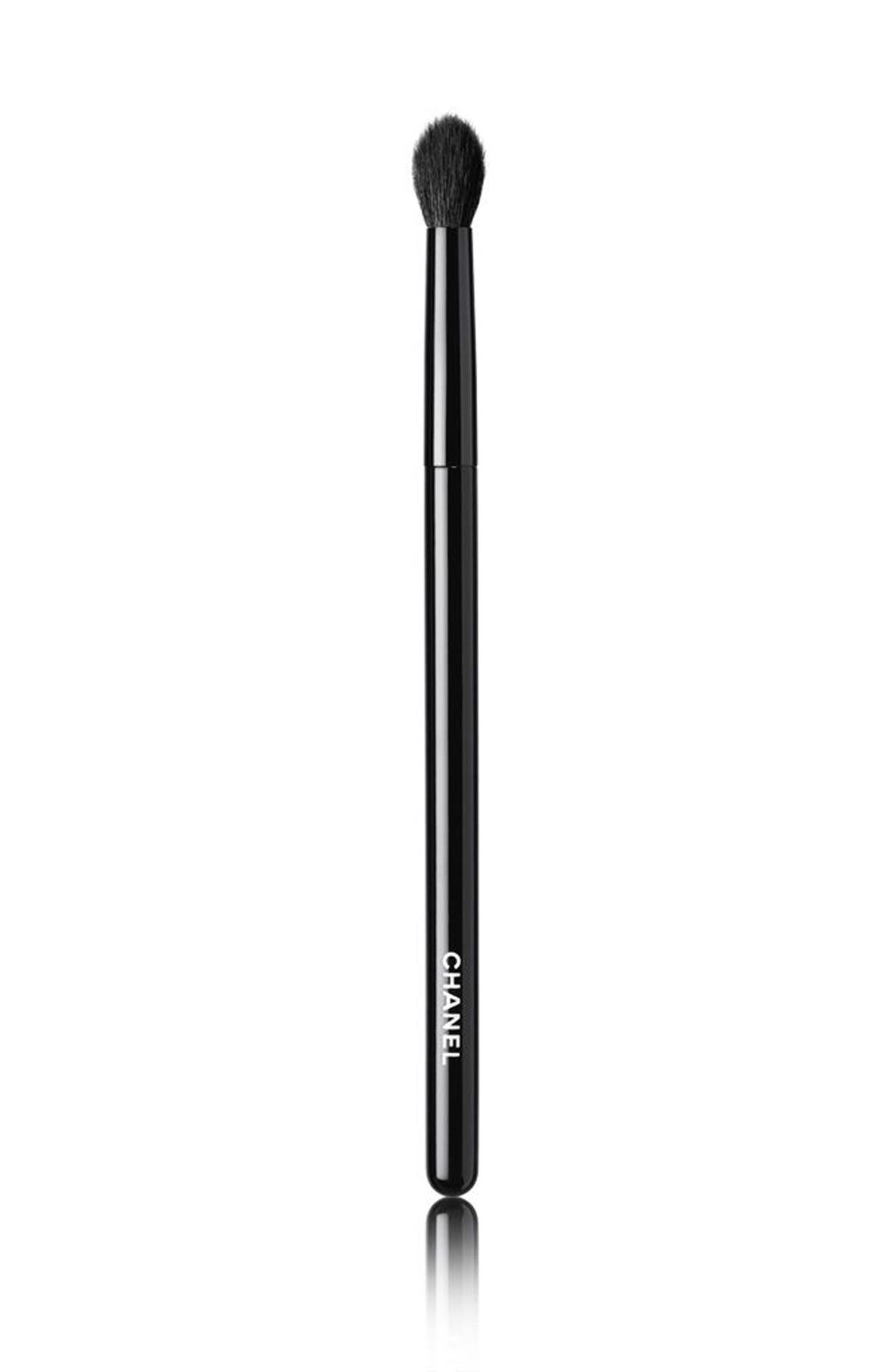 CHANEL LES PINCEAUX DE CHANEL  Rounded Eyeshadow Brush
