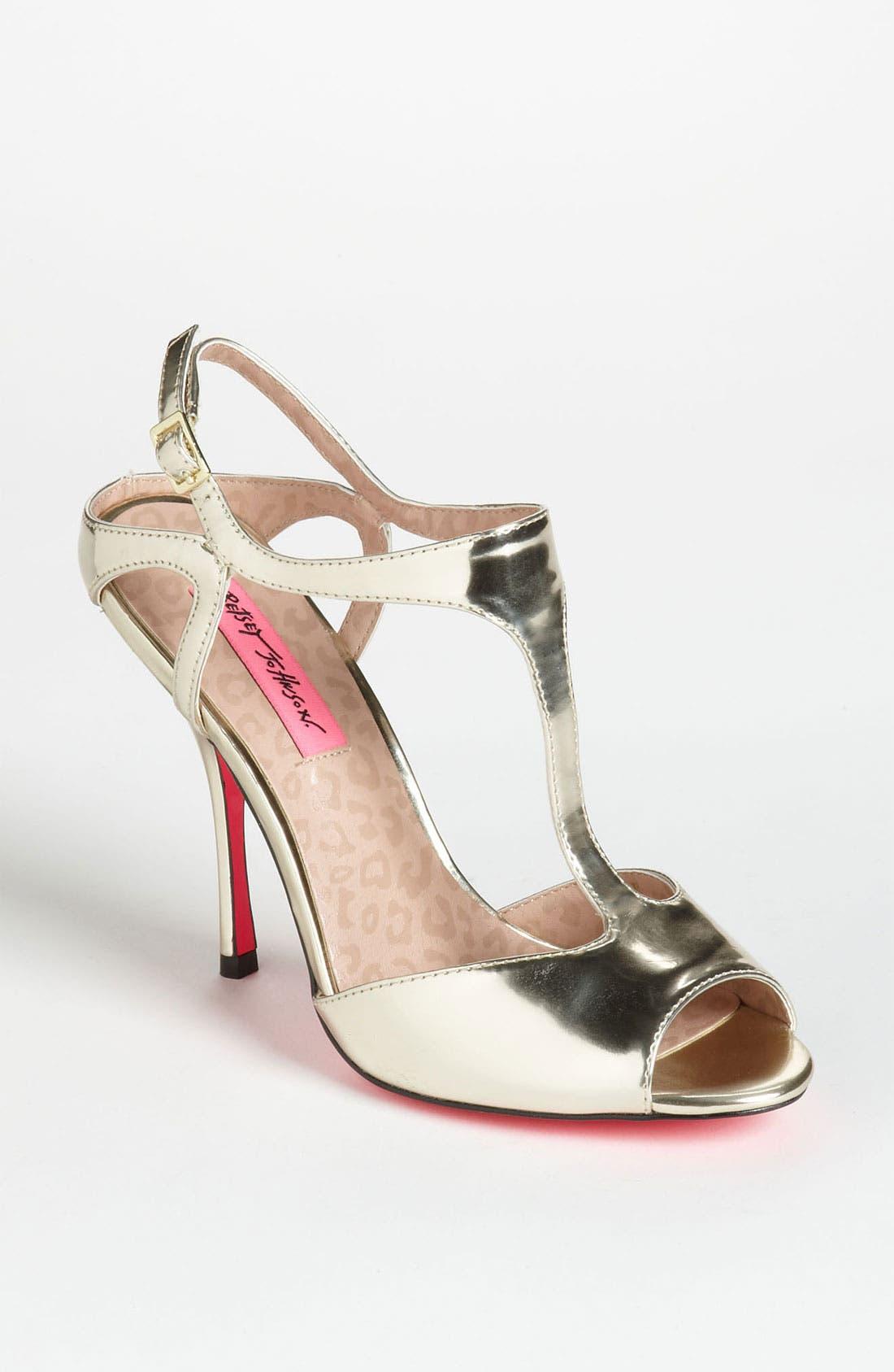 Main Image - Betsey Johnson 'Blonddee' Sandal
