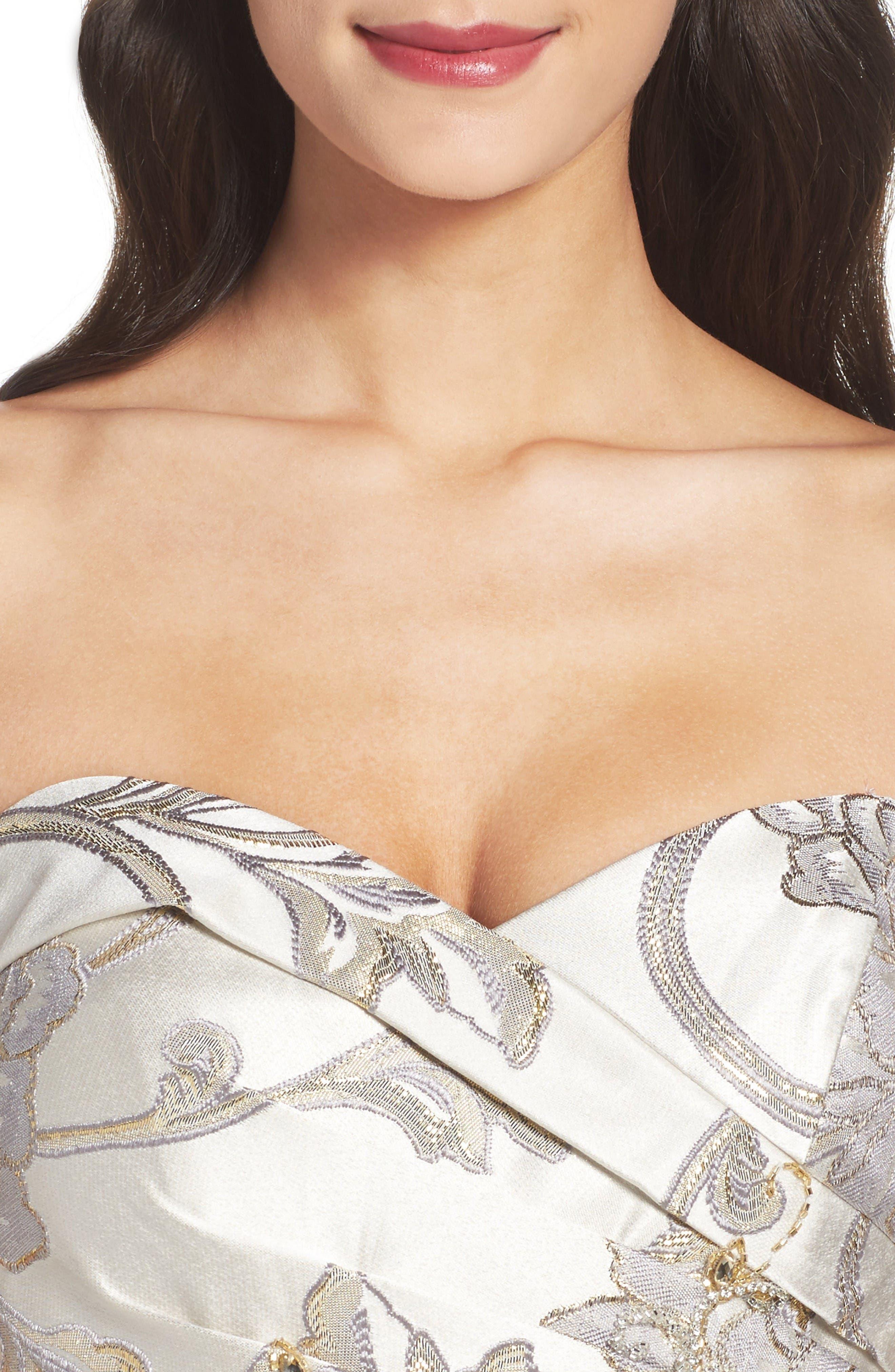 Alternate Image 4  - Mac Duggal Metallic Brocade Gown