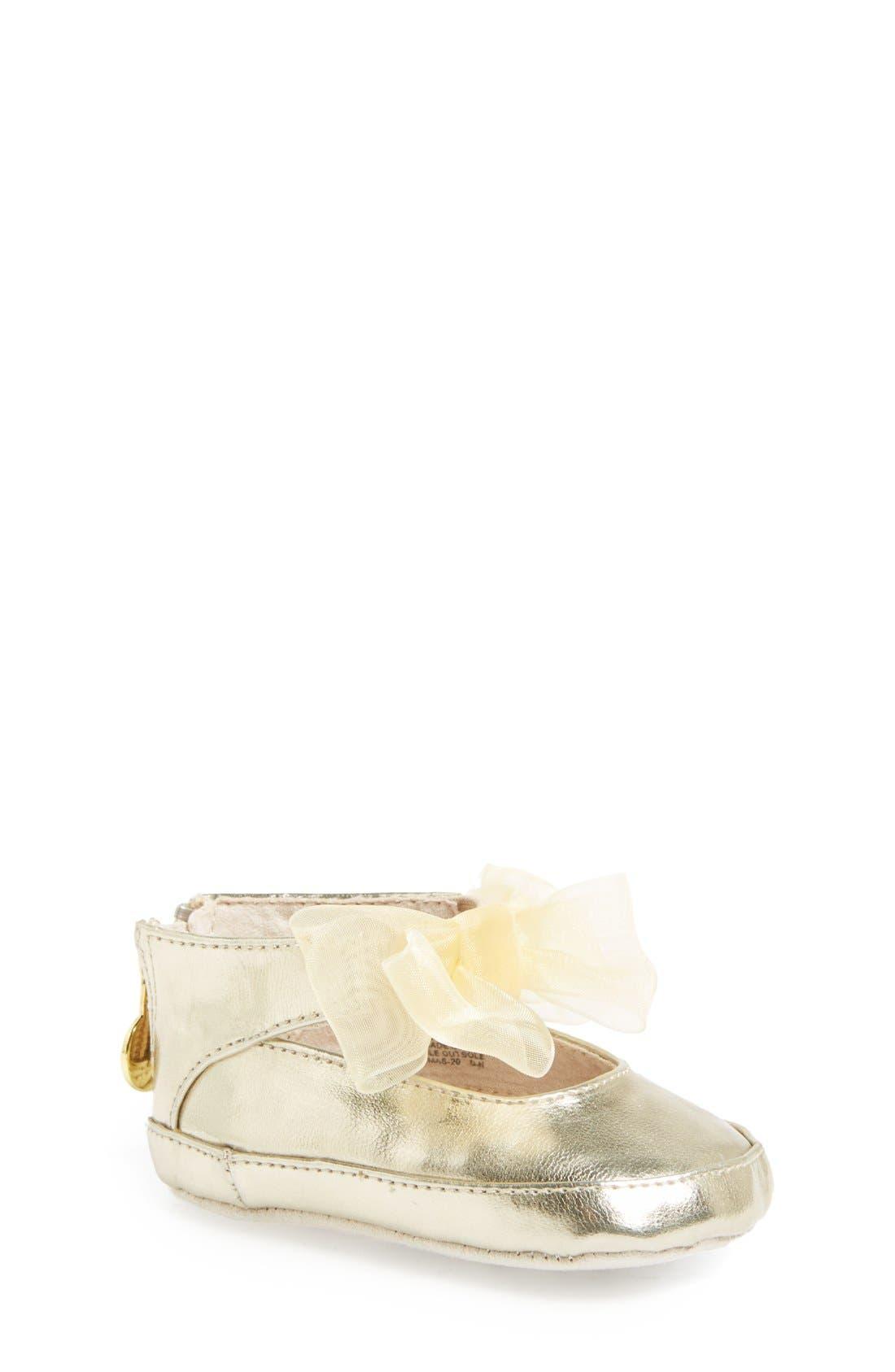 Stuart Weitzman 'Baby Nantucket' Crib Shoe (Baby)