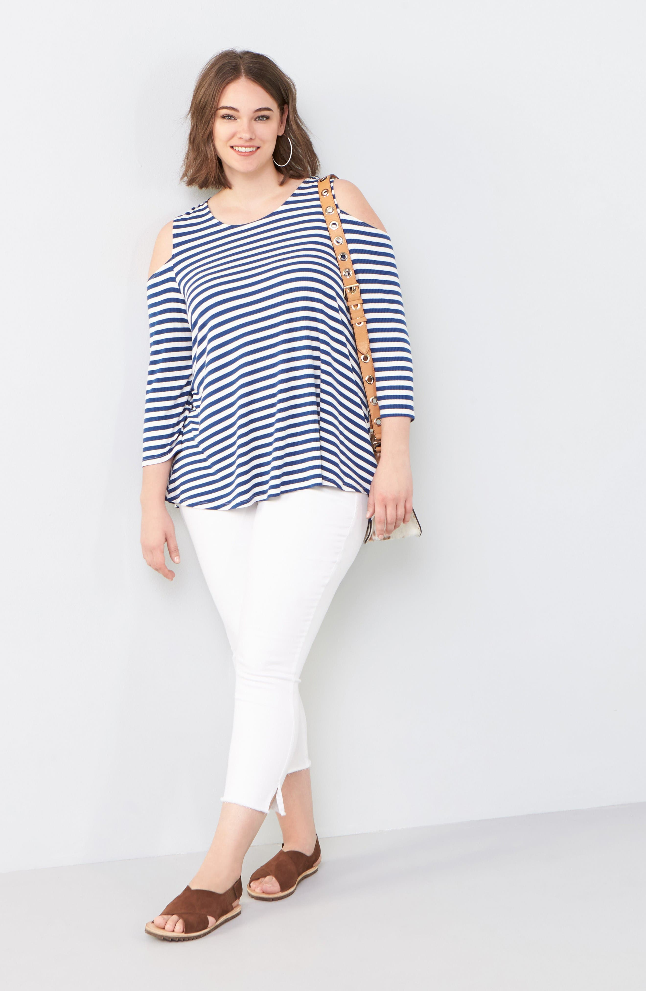 Bobeau Top & SLINK Jeans Skinny Jeans Outfit with Accessories (Plus Size)