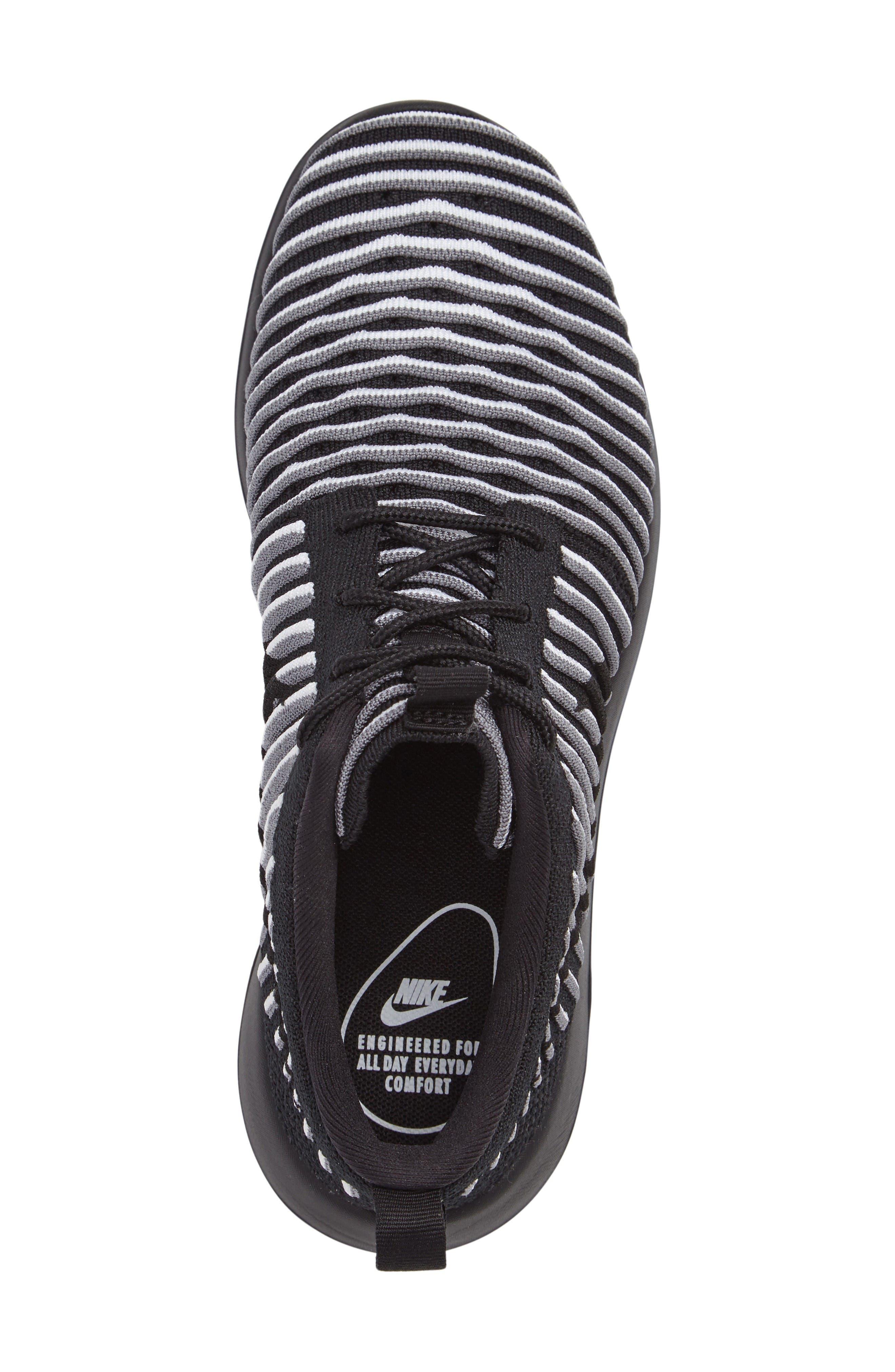 Alternate Image 3  - Nike Roshe Two FlyKnit Sneaker (Women)