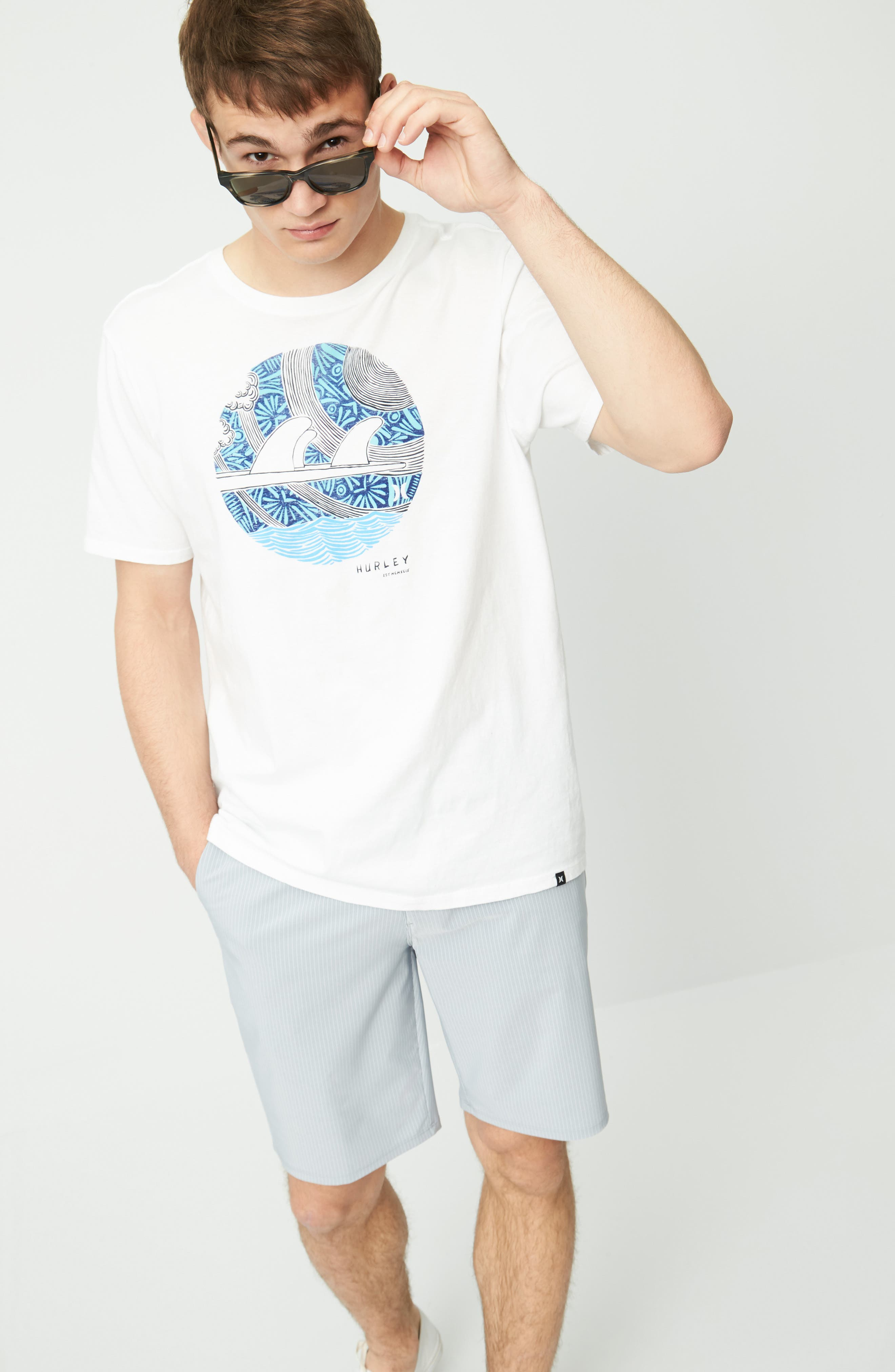 Hurley T-Shirt & Shorts Outfit with Accessories
