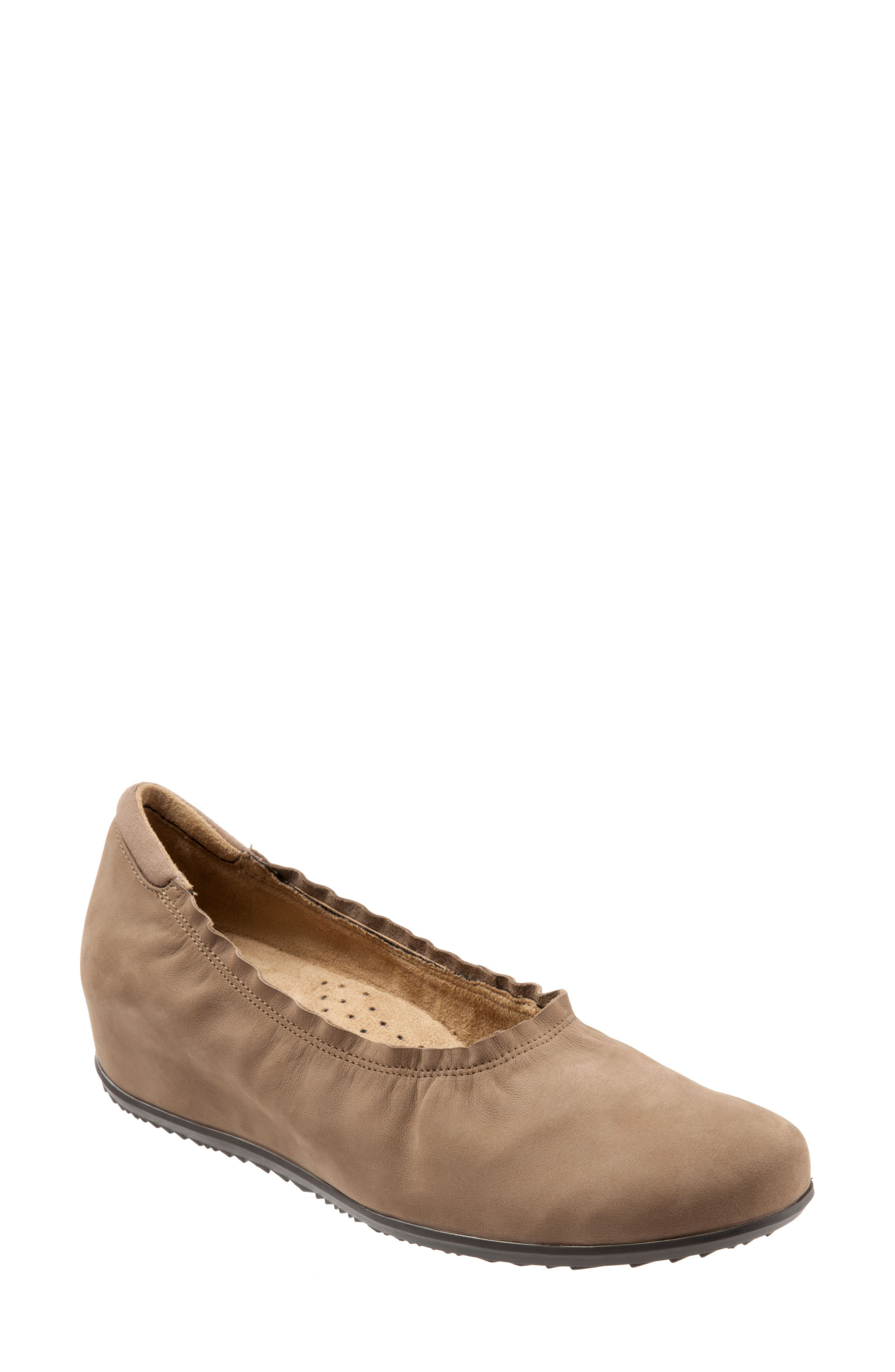 SoftWalk® Wish Ballet Wedge(Women)