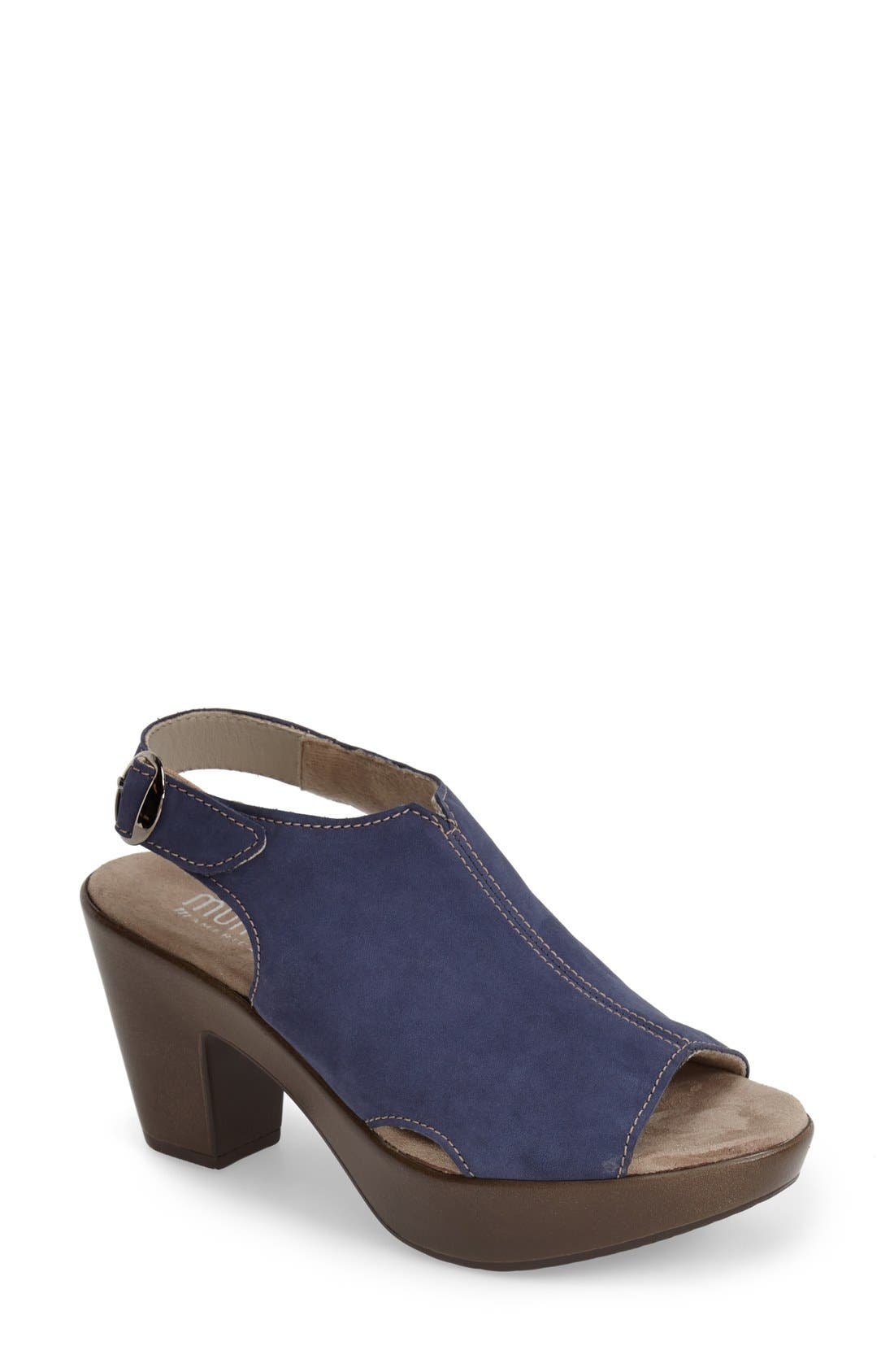 MUNRO 'Kirsten' Slingback Sandal