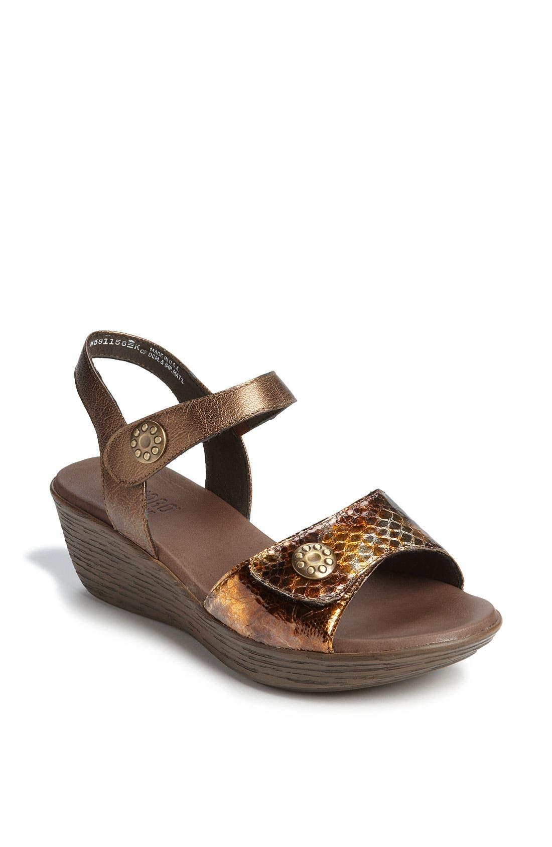 Alternate Image 1 Selected - Munro 'Tyra' Sandal