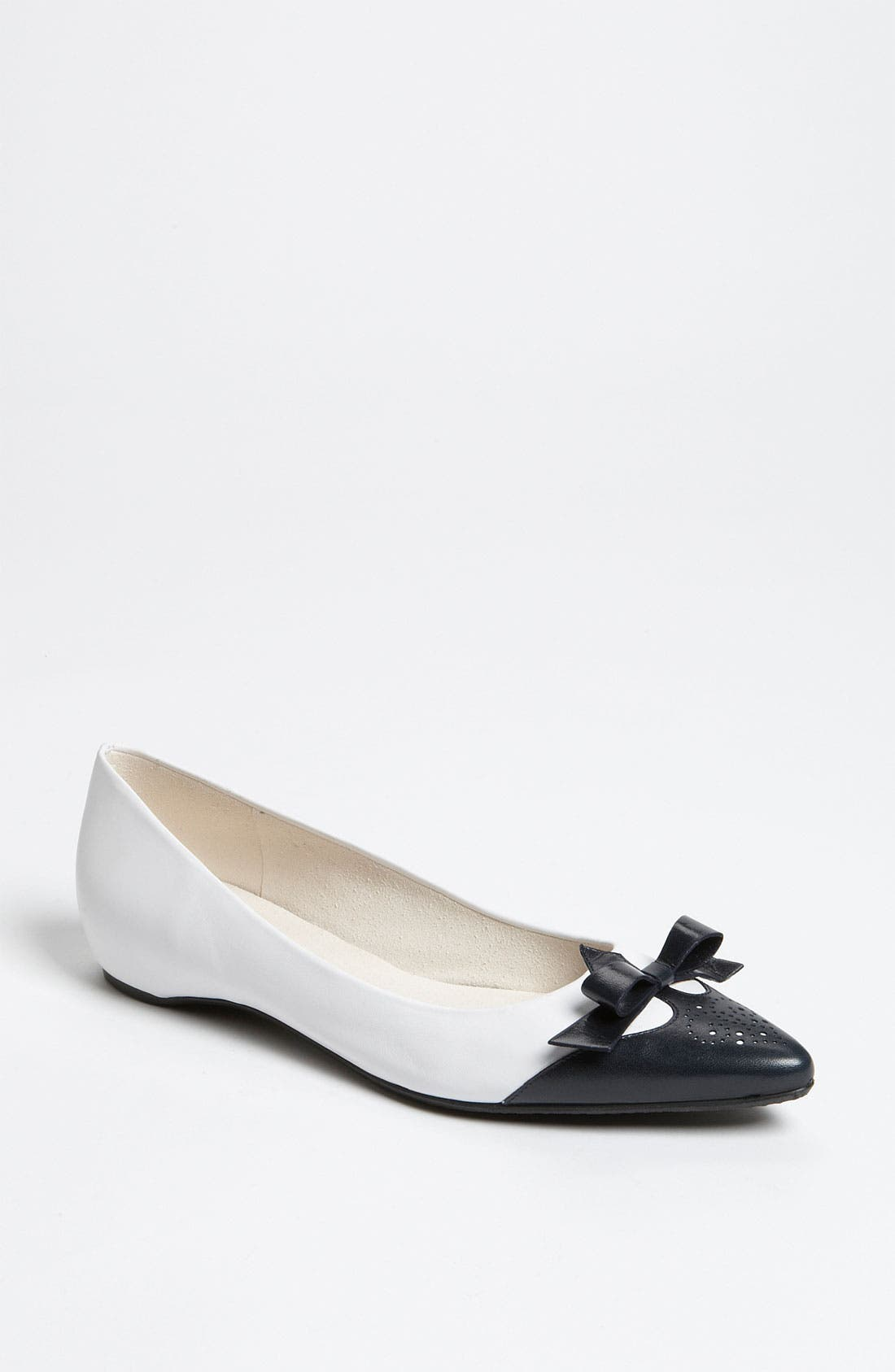 Alternate Image 1 Selected - Stuart Weitzman 'Whiskerlo' Flat