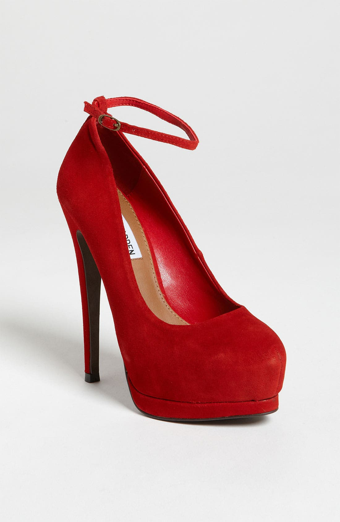 Alternate Image 1 Selected - Steve Madden 'Obsessed' Pump
