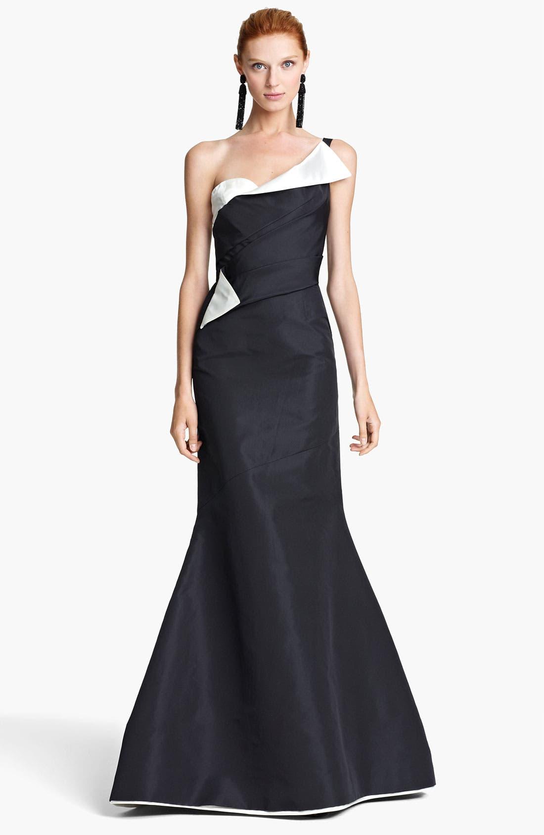 Alternate Image 1 Selected - Oscar de la Renta One Shoulder Bicolor Silk Gown