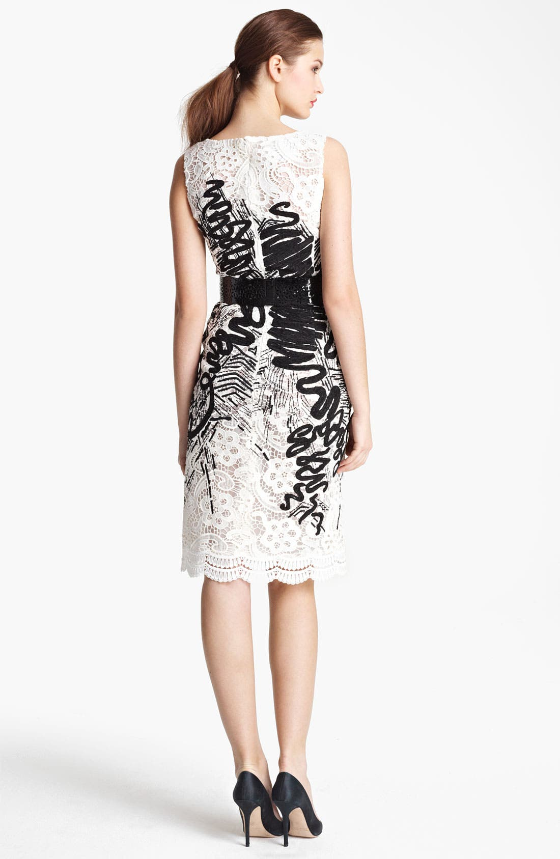 Alternate Image 2  - Oscar de la Renta Embroidered Floral Lace Dress