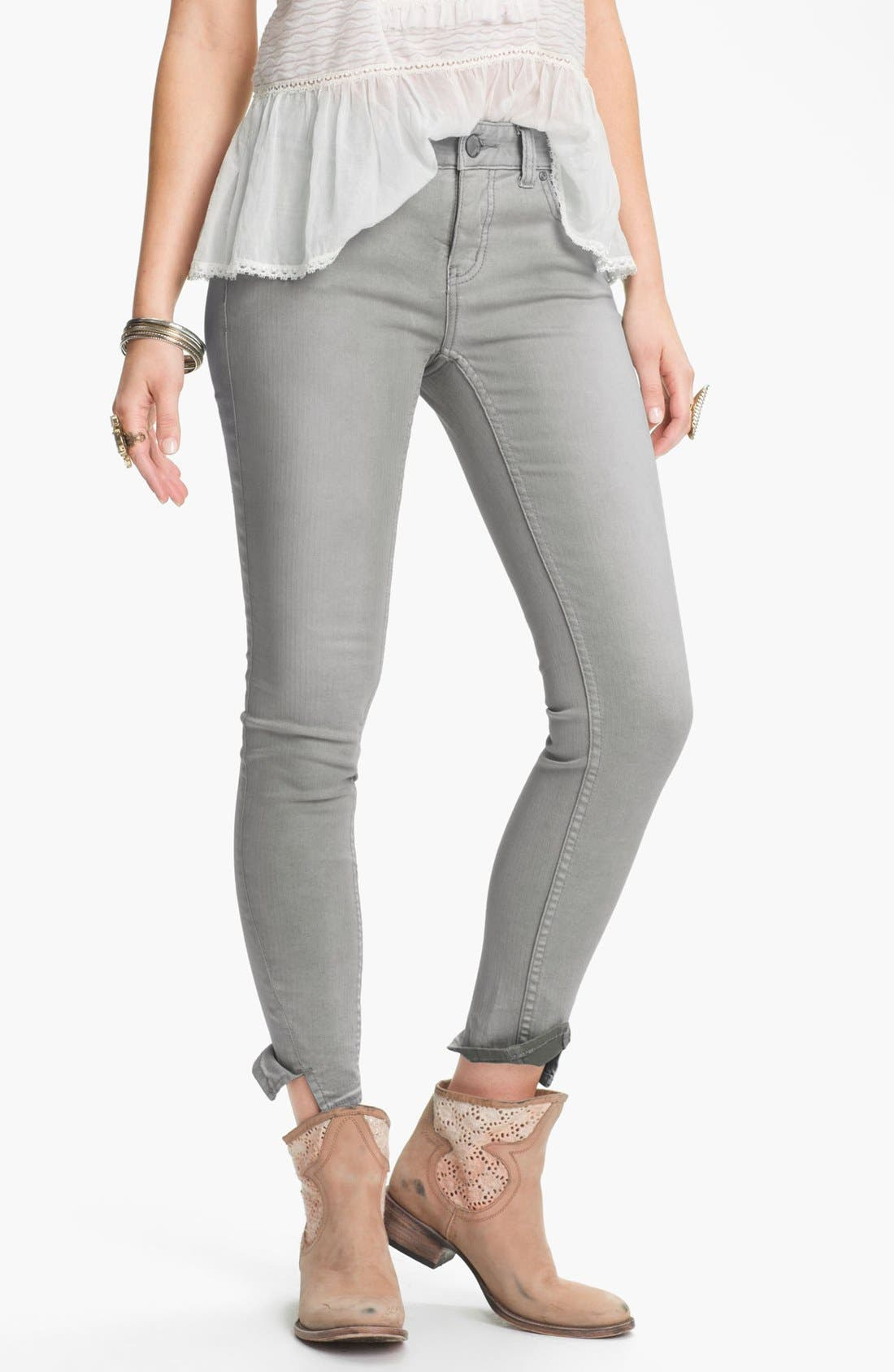 Main Image - Free People Crop Stretch Denim Skinny Jeans (Desi Wash)
