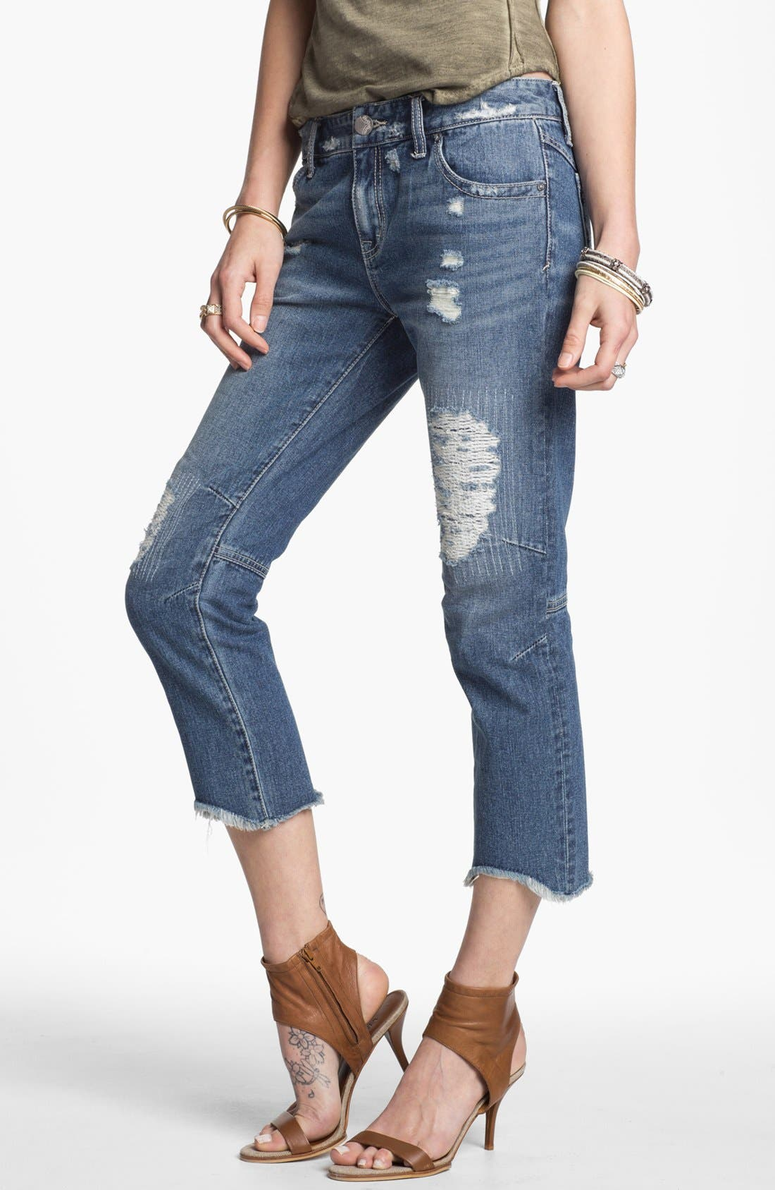 Main Image - Free People Cutoff Crop Jeans (True Blue)