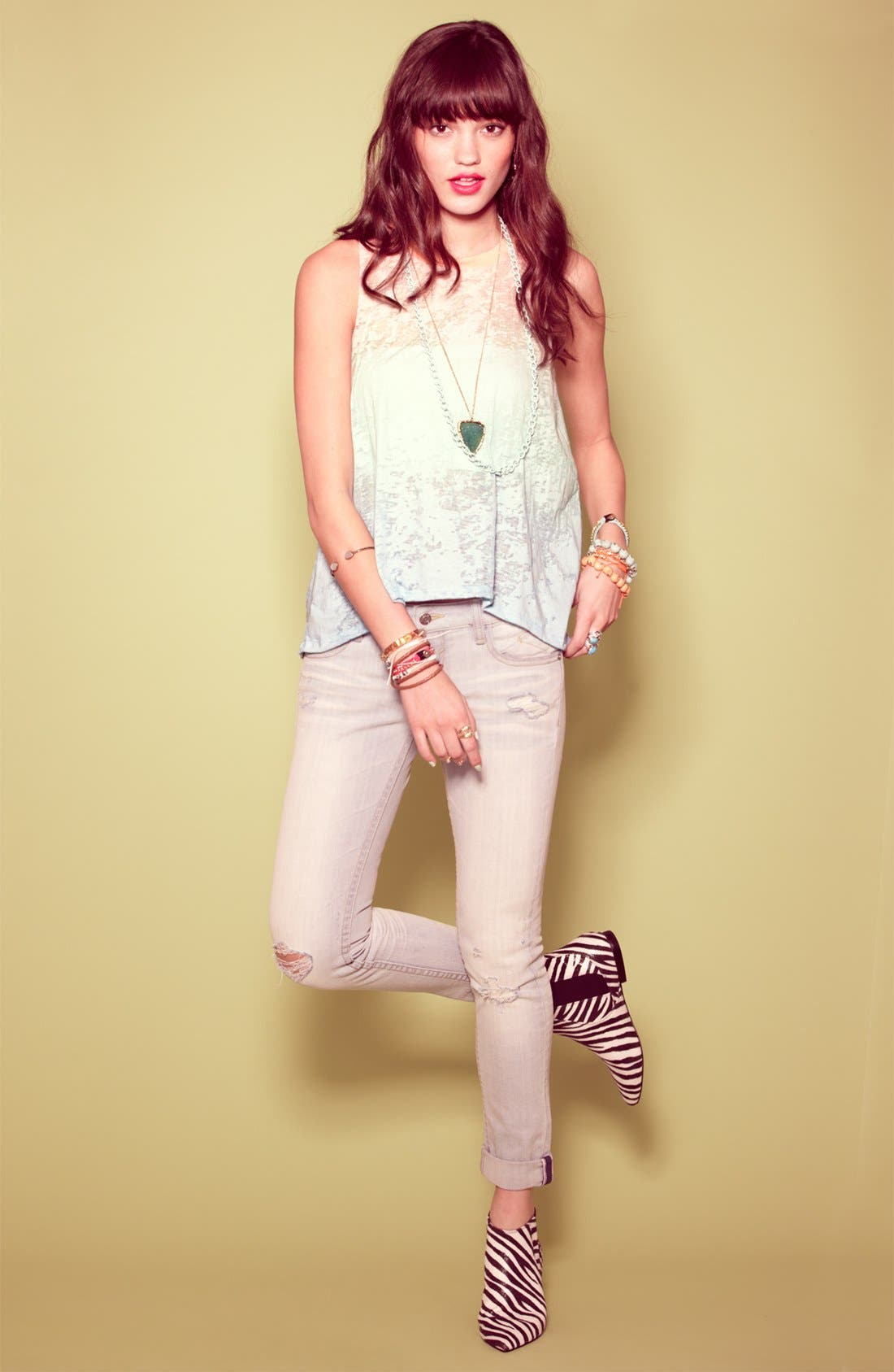 Main Image - Robin K Tee & Vigoss Jeans