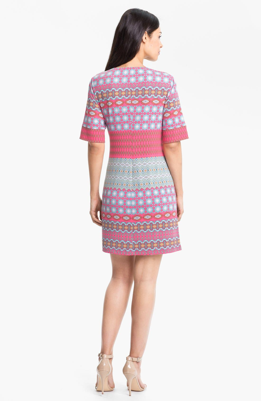 Alternate Image 2  - Donna Morgan Print Shift Dress (Petite)