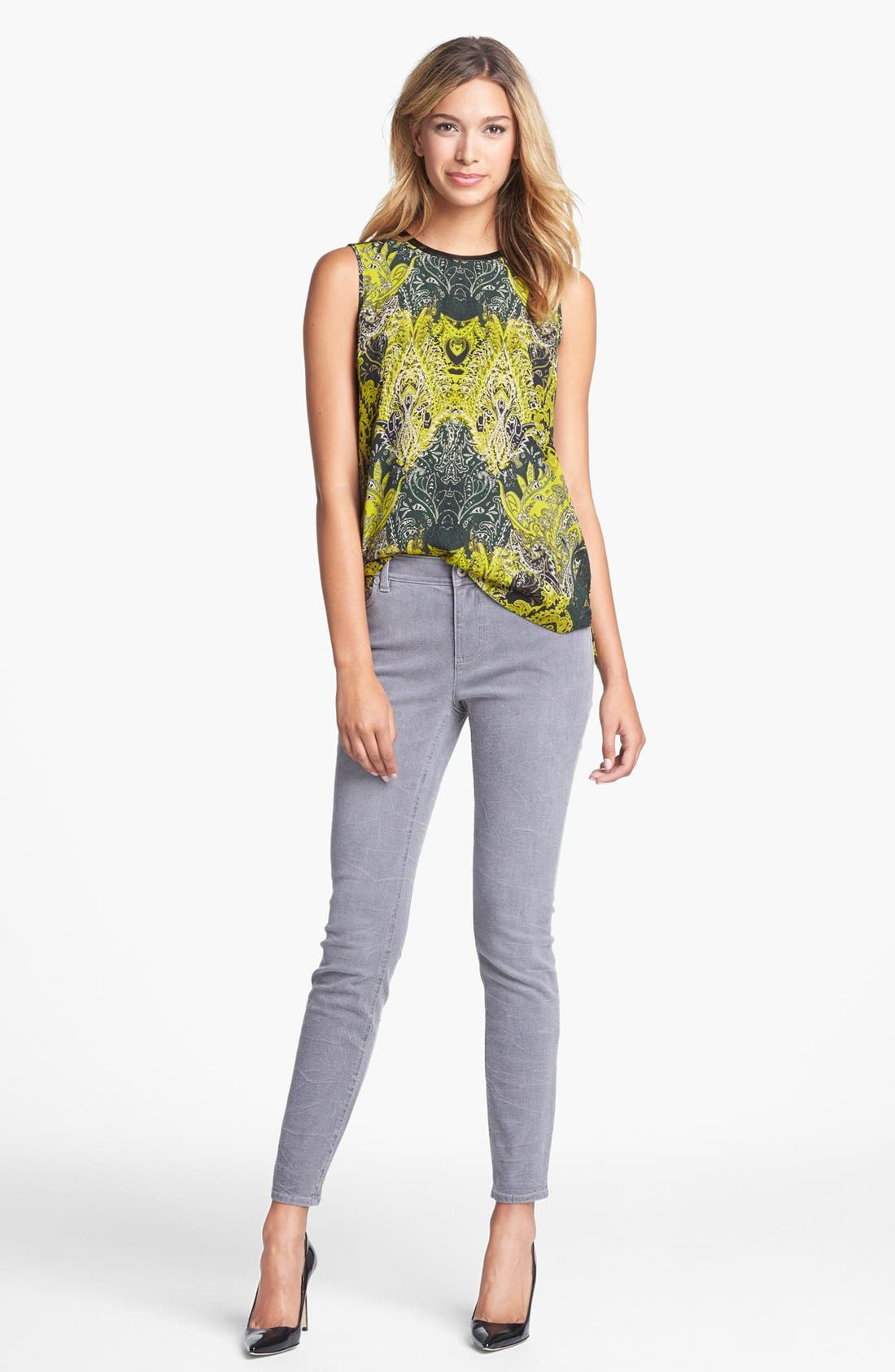 Alternate Image 2  - Two by Vince Camuto Sand Washed Skinny Jeans (Sandy Grey)