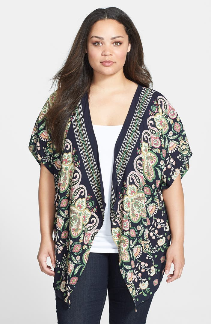 Plus Size Kimonos Add some flair to any outfit with Hot Topic's plus size kimonos. Browse a varitey of plus size kimono cardigans, including black kimonos, sheer kimonos and more.