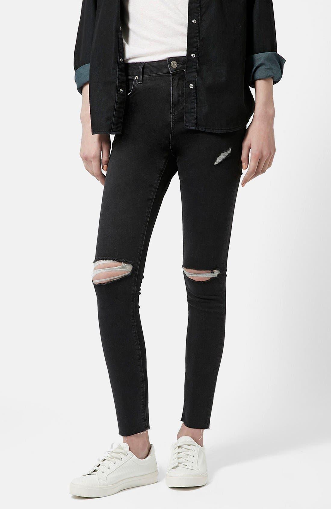 Main Image - Topshop 'Jamie' Ripped Skinny Jeans (Black) (Petite)