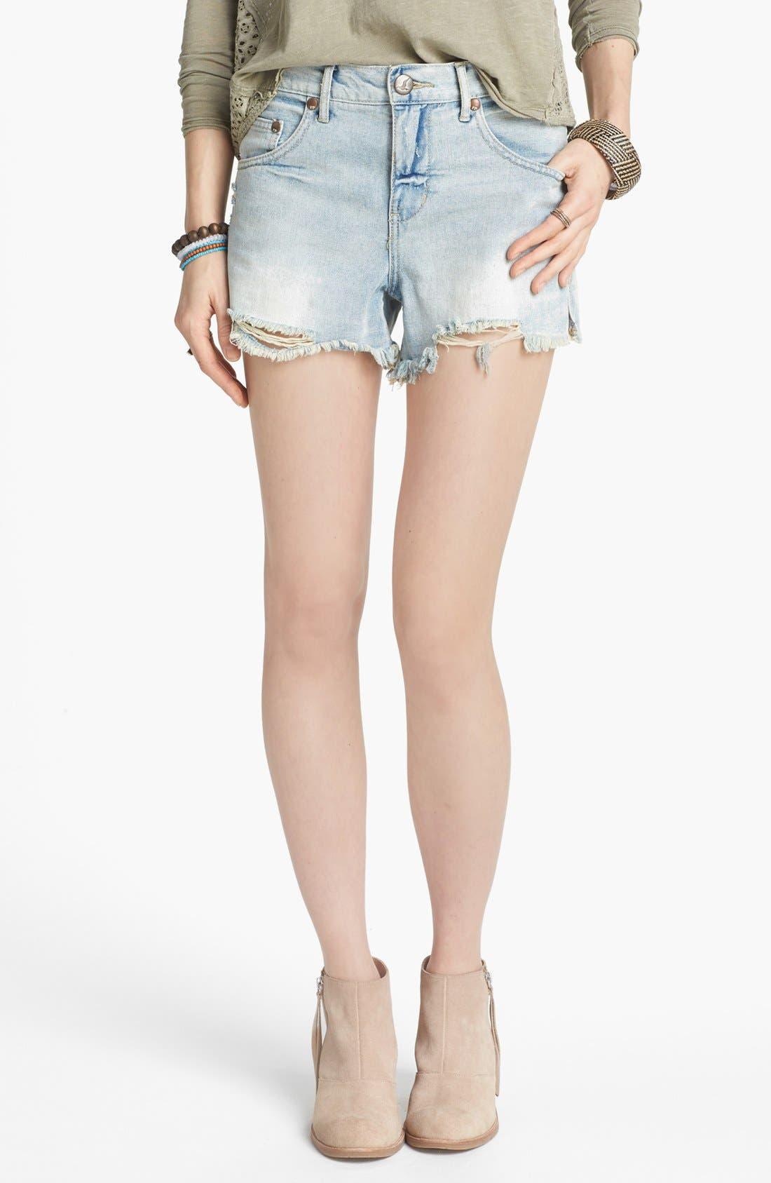 Main Image - Free People Cutoff Denim Shorts (Lou Lou Blue)