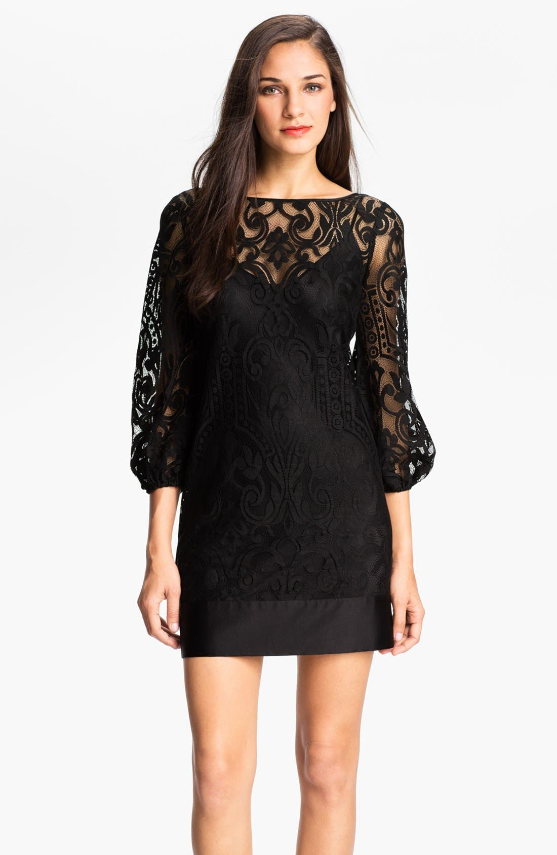 Main Image - Laundry by Shelli Segal Blouson Sleeve Lace Dress (Regular & Petite)