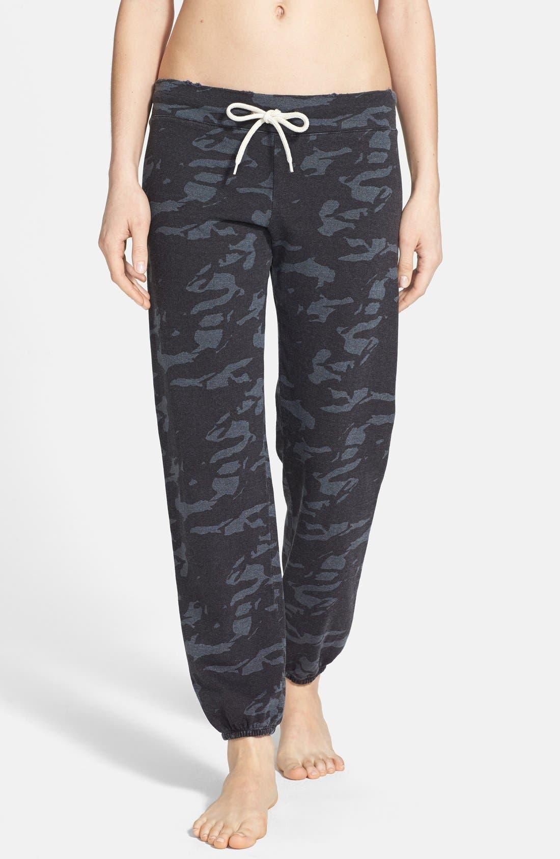 Main Image - Monrow Camo Print Vintage Fleece Sweatpants