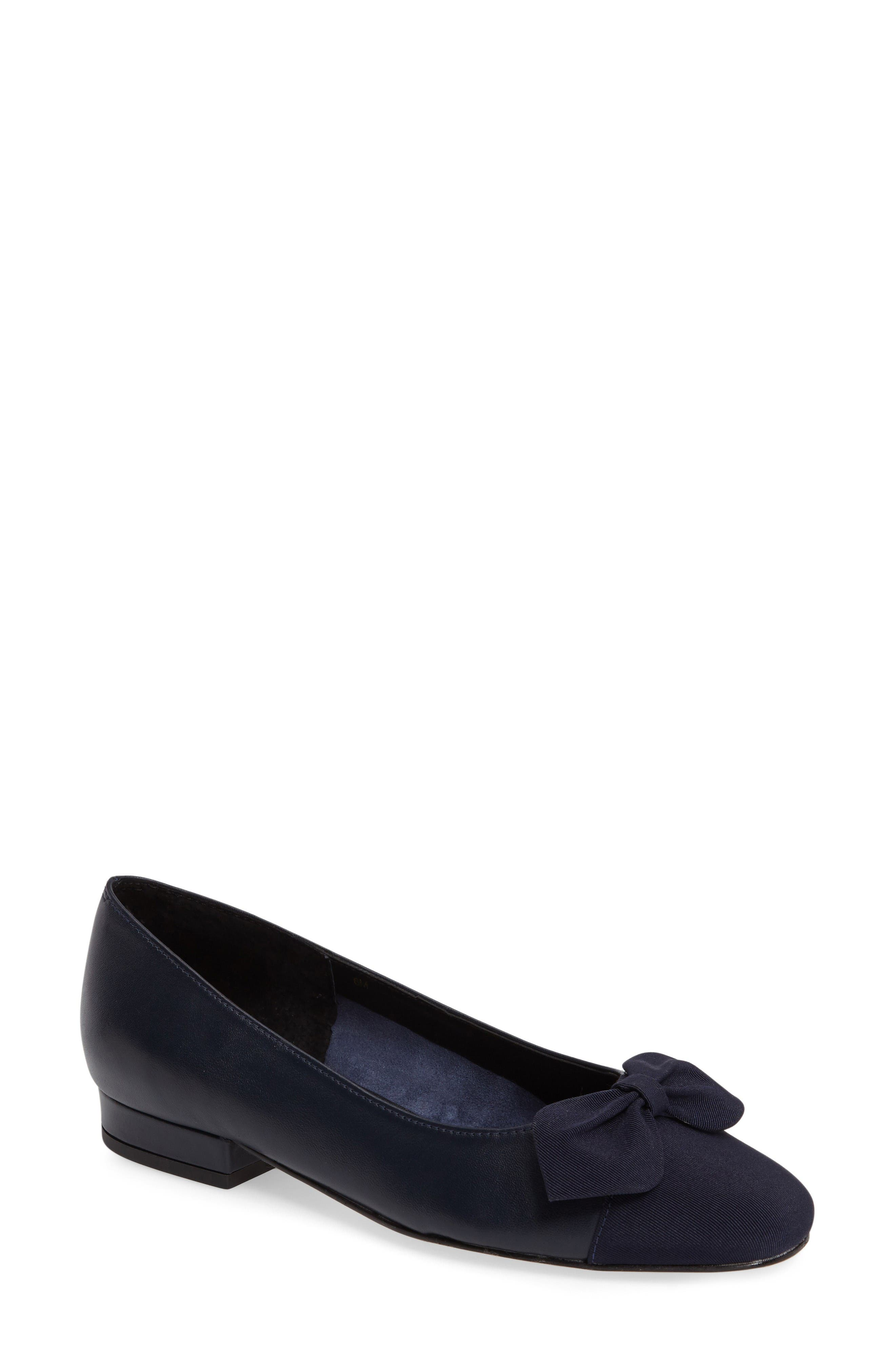 VANELi Favor Bow Flat (Women)