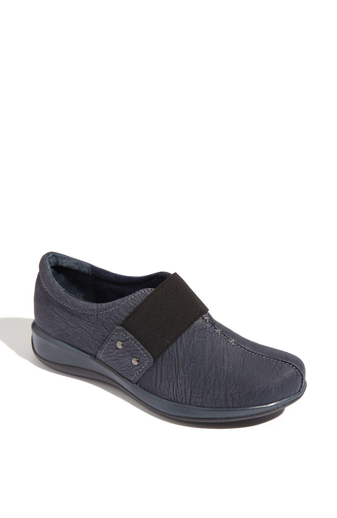 Alternate Image 1 Selected - SoftWalk® 'Tanner' Loafer