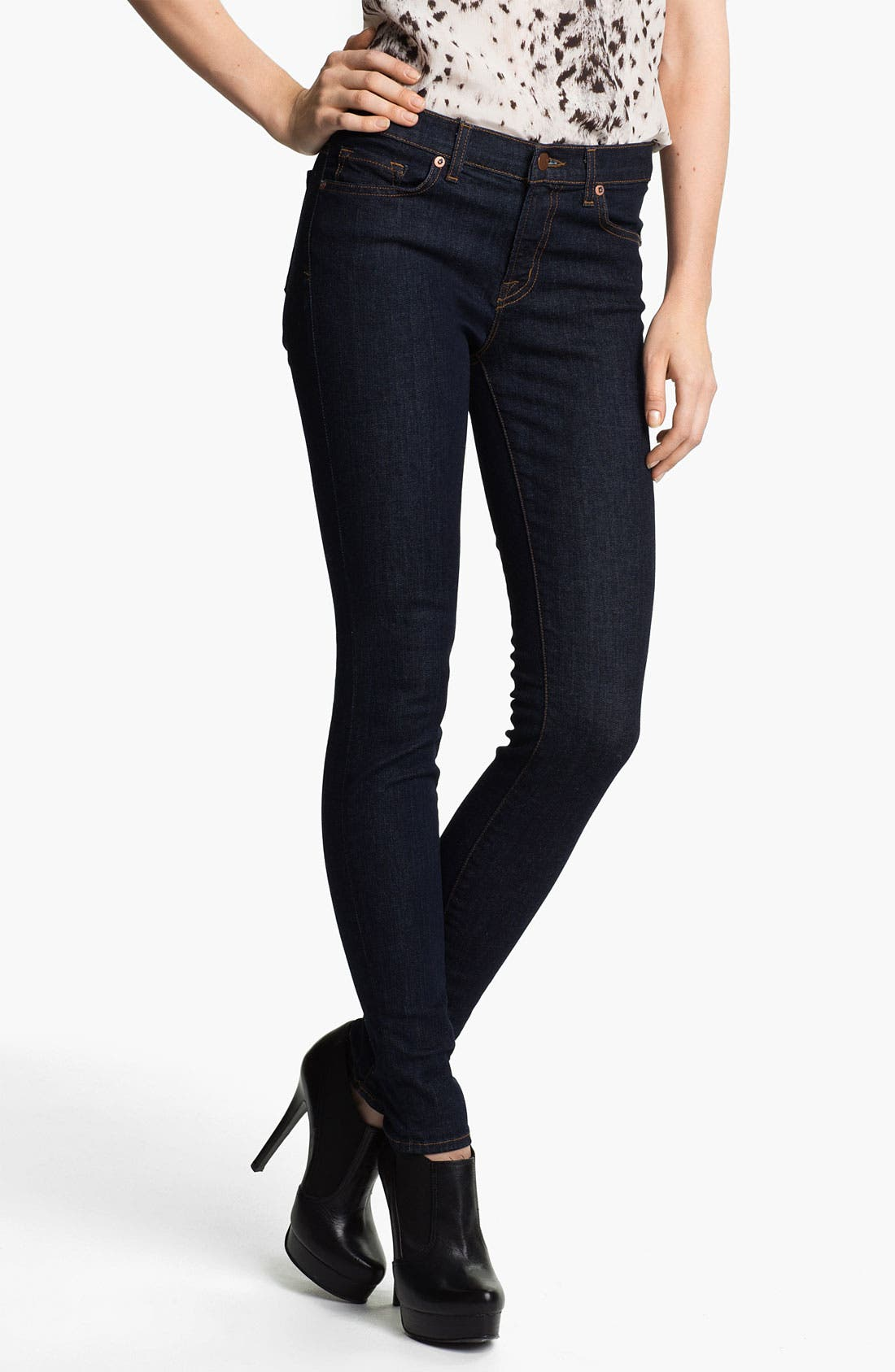 Alternate Image 1 Selected - J Brand '811' Mid-Rise Skinny Jeans (Pure)