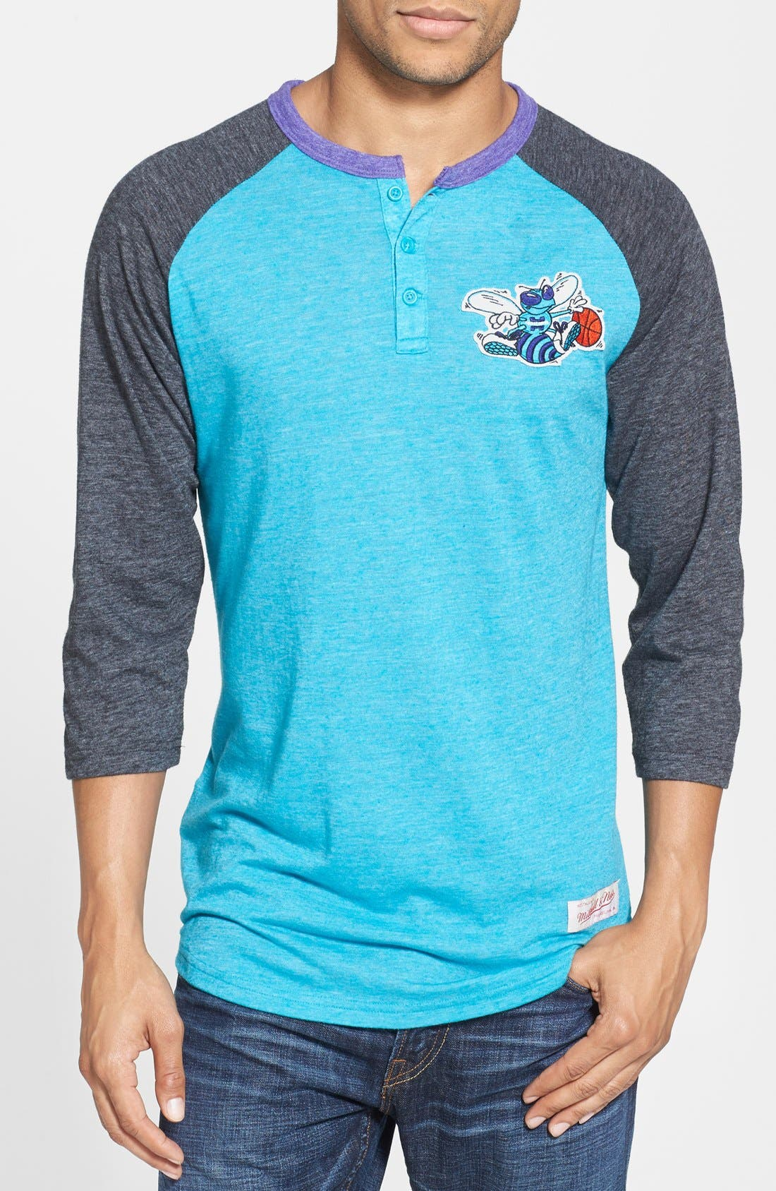 Main Image - Mitchell & Ness 'Charlotte Hornets - Hustle Play' Tailored Fit Raglan Henley