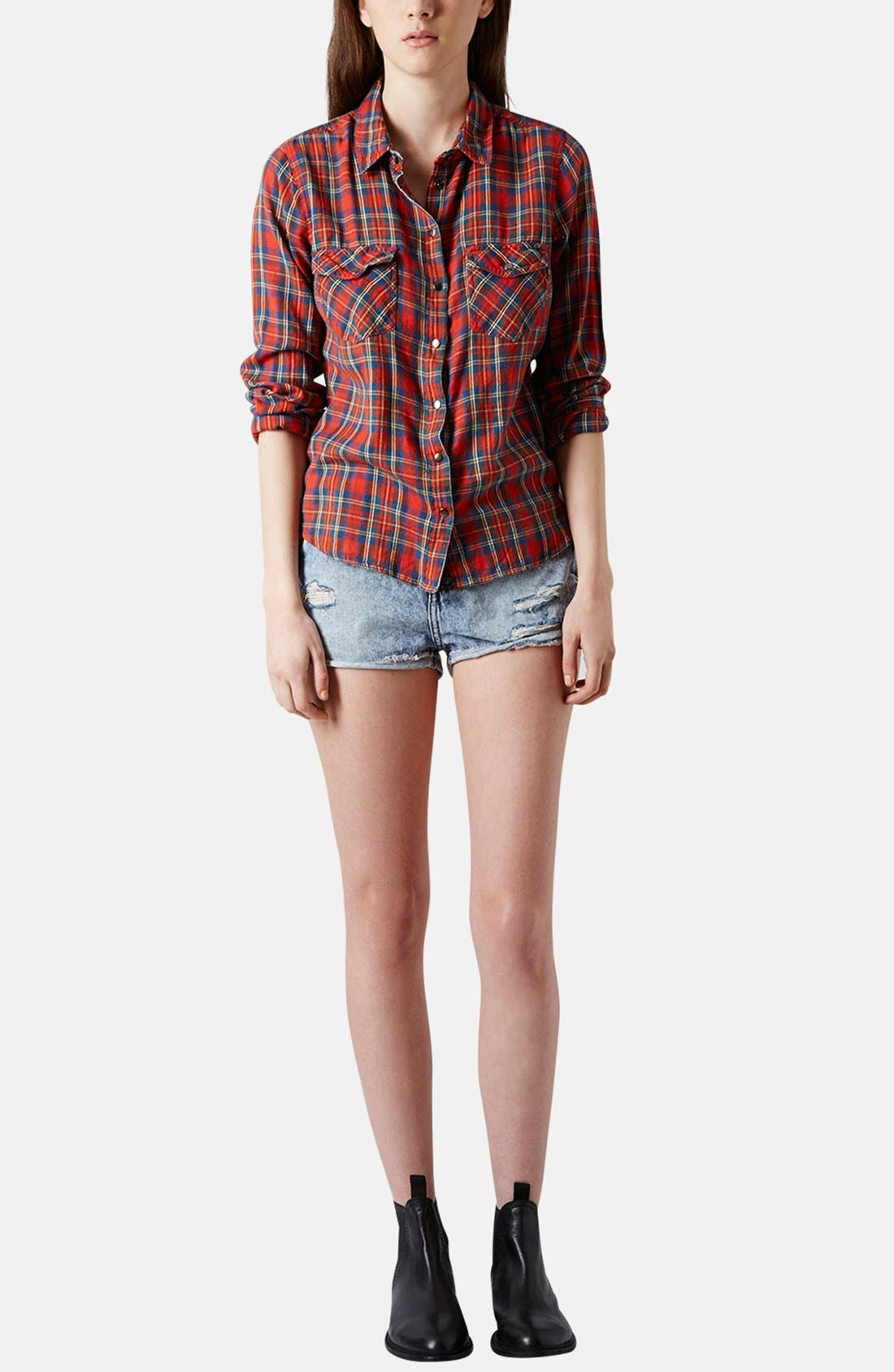 Alternate Image 5  - Topshop Moto 'Hallie' Acid Wash Denim Shorts (Light Denim)