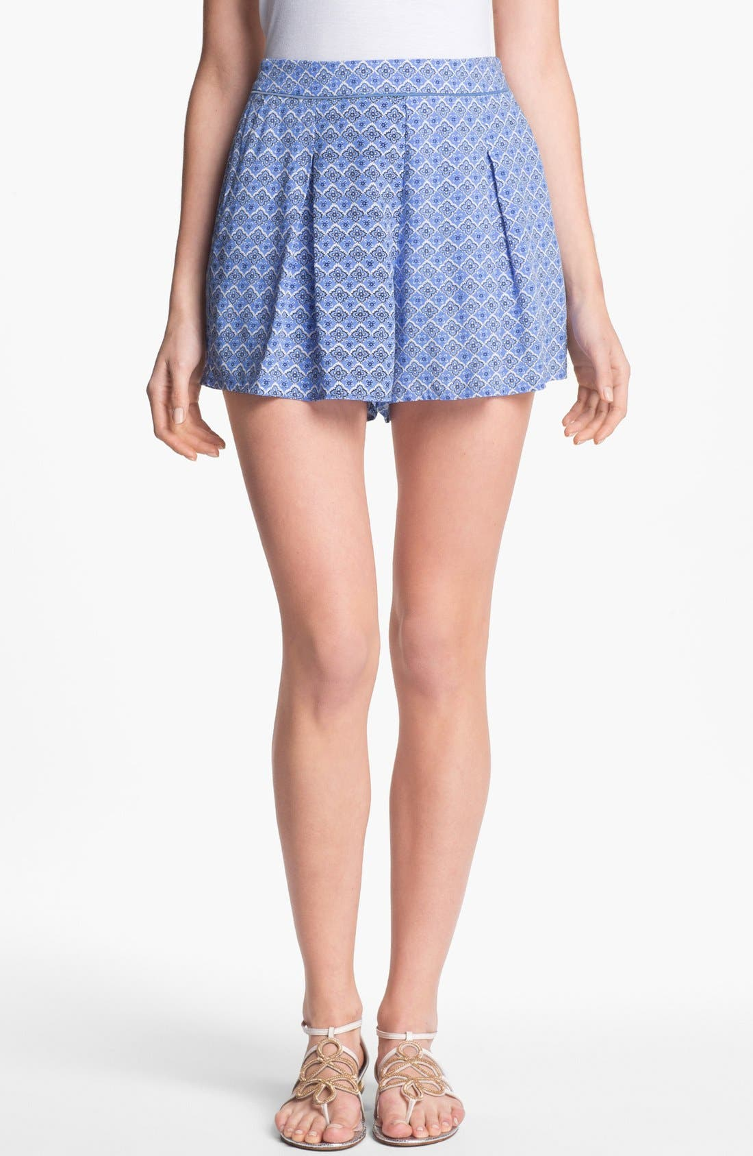 Alternate Image 1 Selected - Two by Vince Camuto Pleated Print Shorts