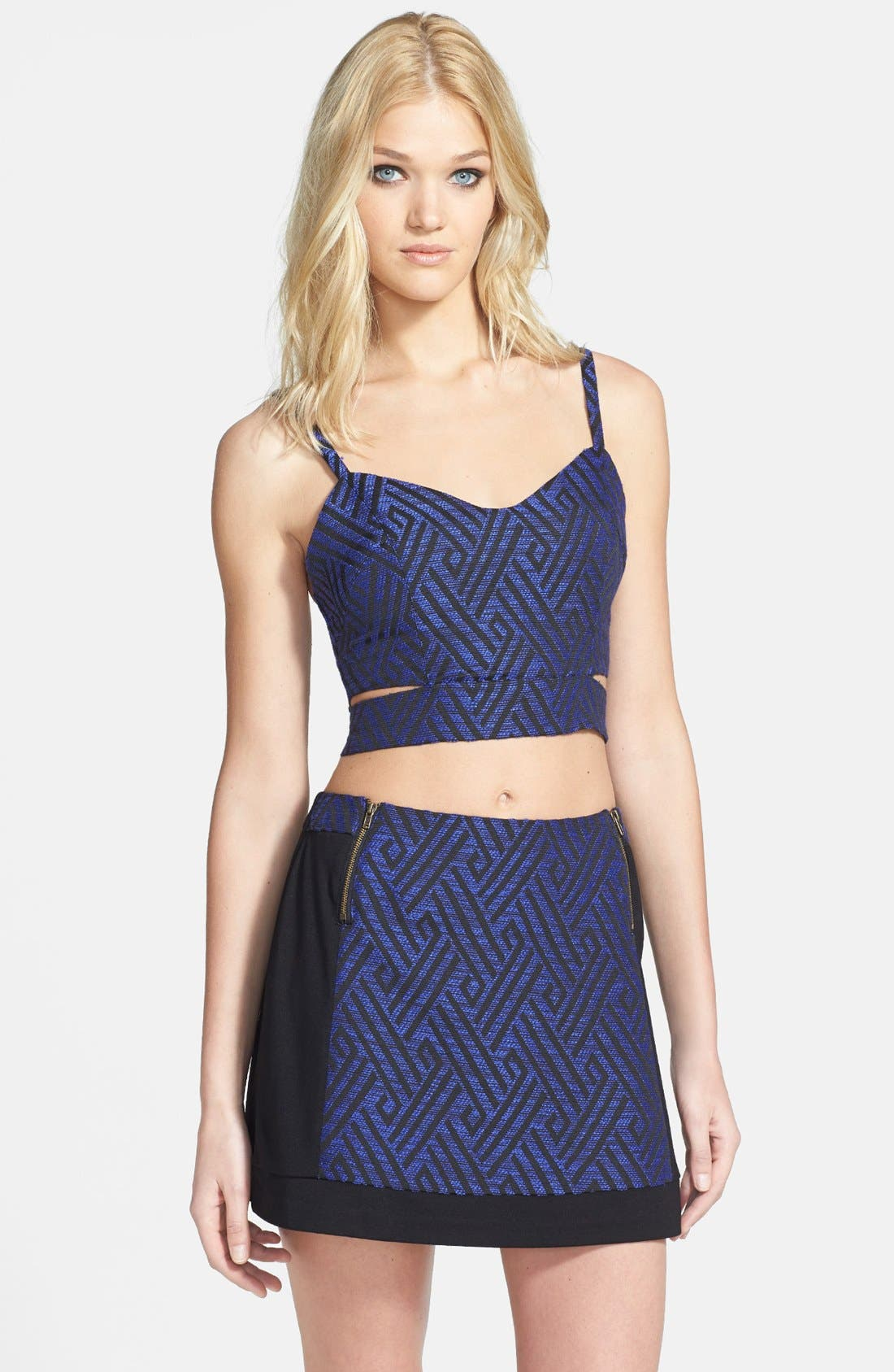 Main Image - ASTR Diamond Jacquard Cutout Crop Tank