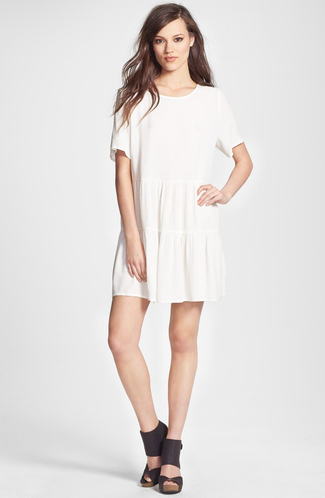 Main Image - Glamorous Tiered Crepe Shift Dress