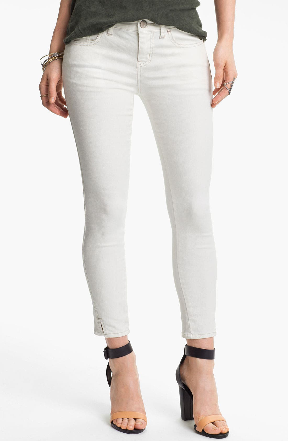 Main Image - Free People Crop Stretch Denim Skinny Jeans (White)