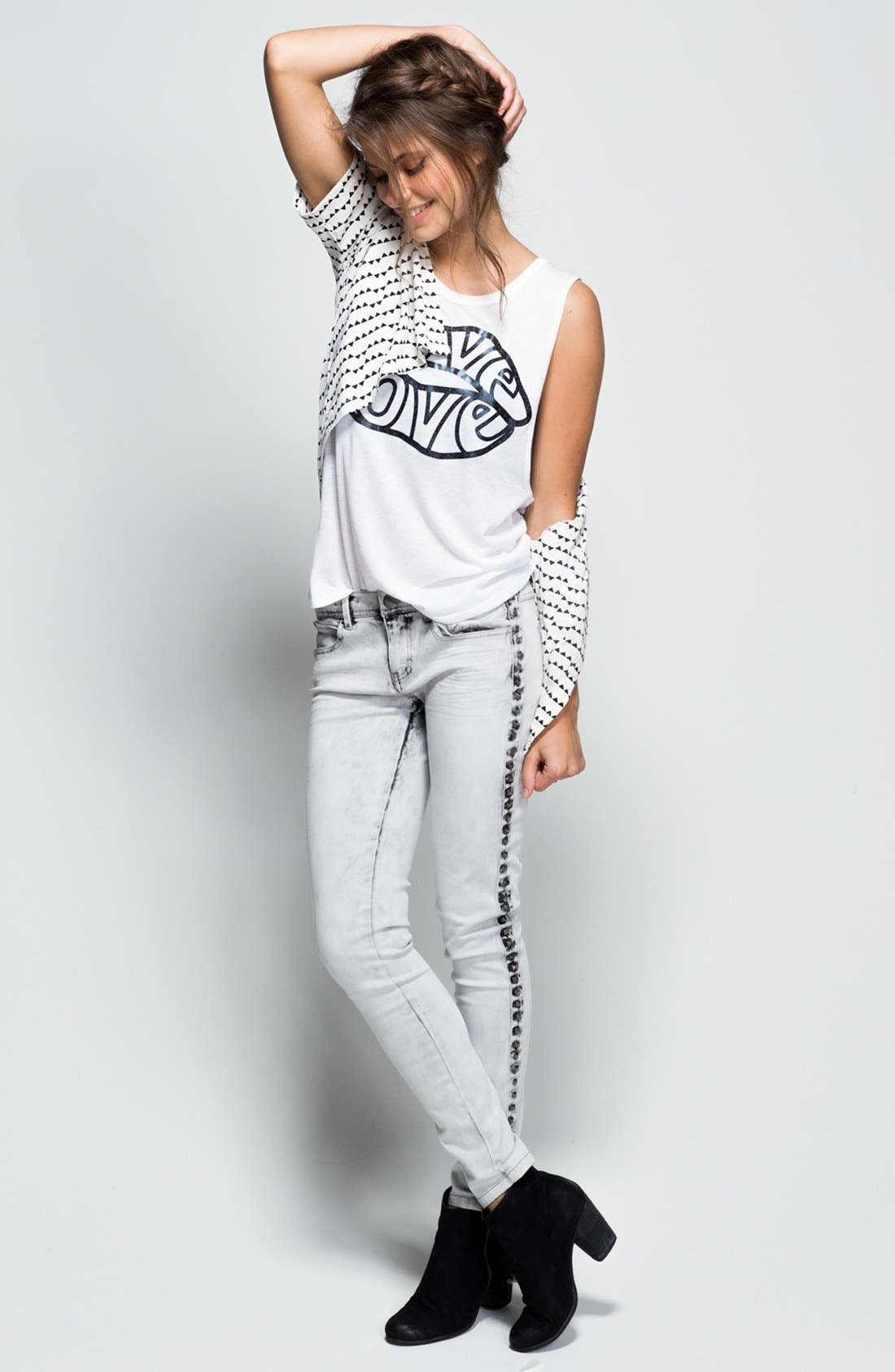 Alternate Image 4  - Fire Studded Acid Wash Skinny Jeans (Grey) (Juniors)