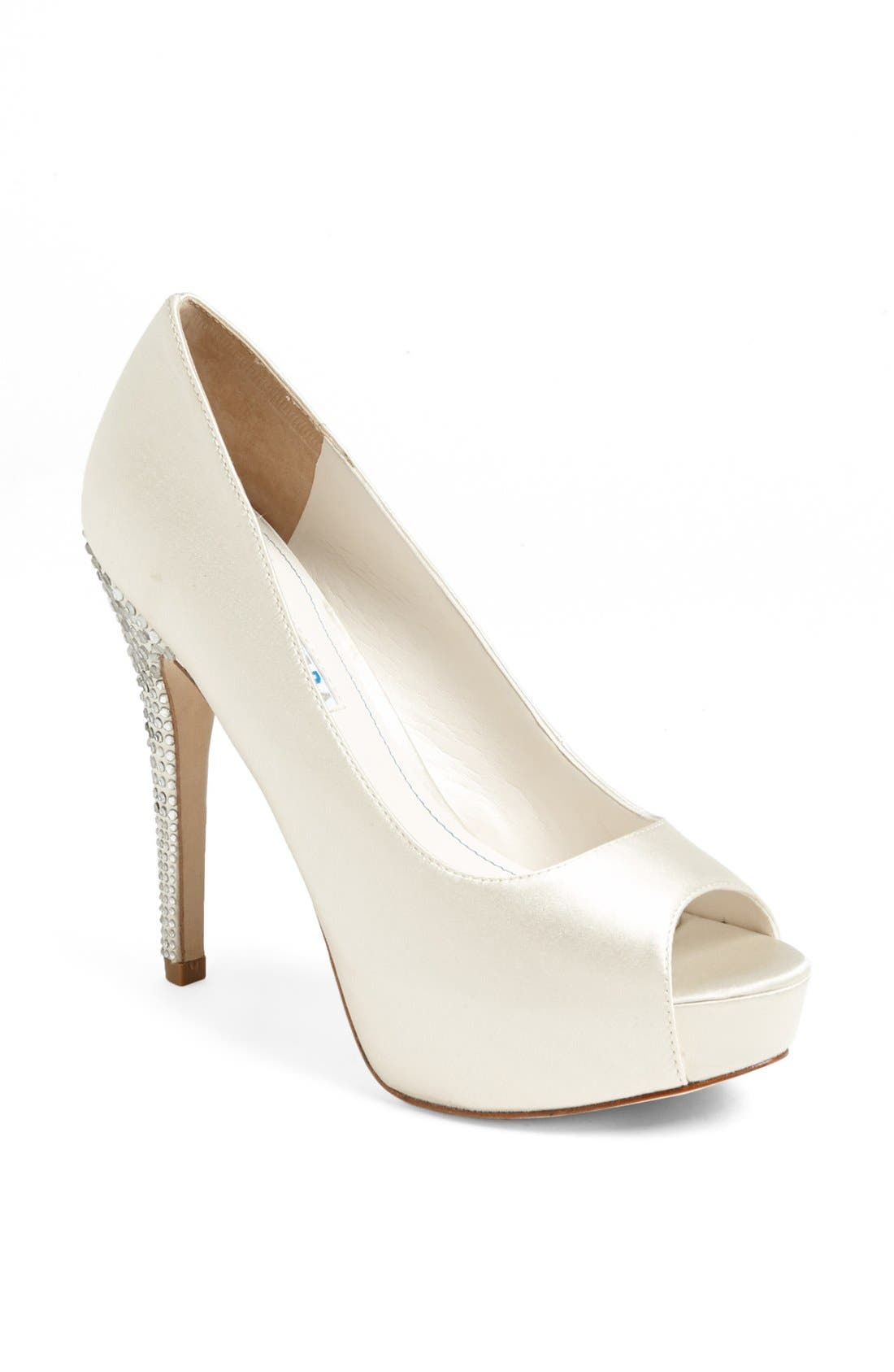 Alternate Image 1 Selected - David Tutera 'Princess' Pump