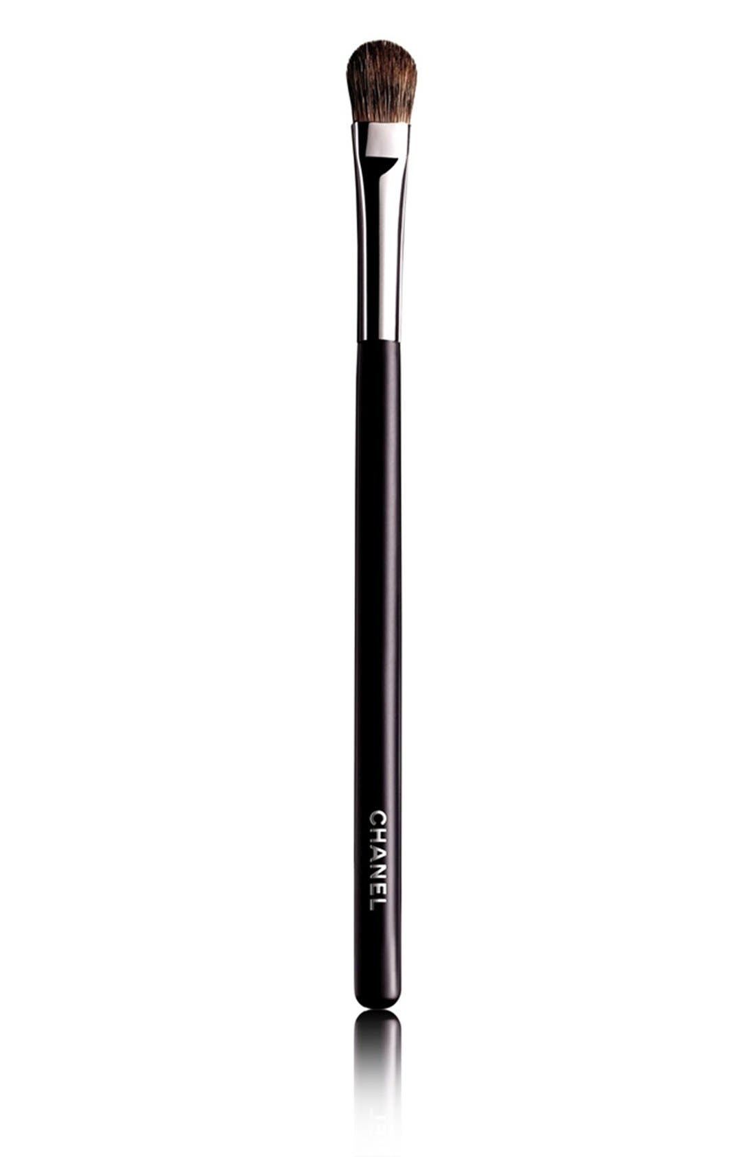 CHANEL GRAND PINCEAU PAUPIÈRES DOUCEUR 