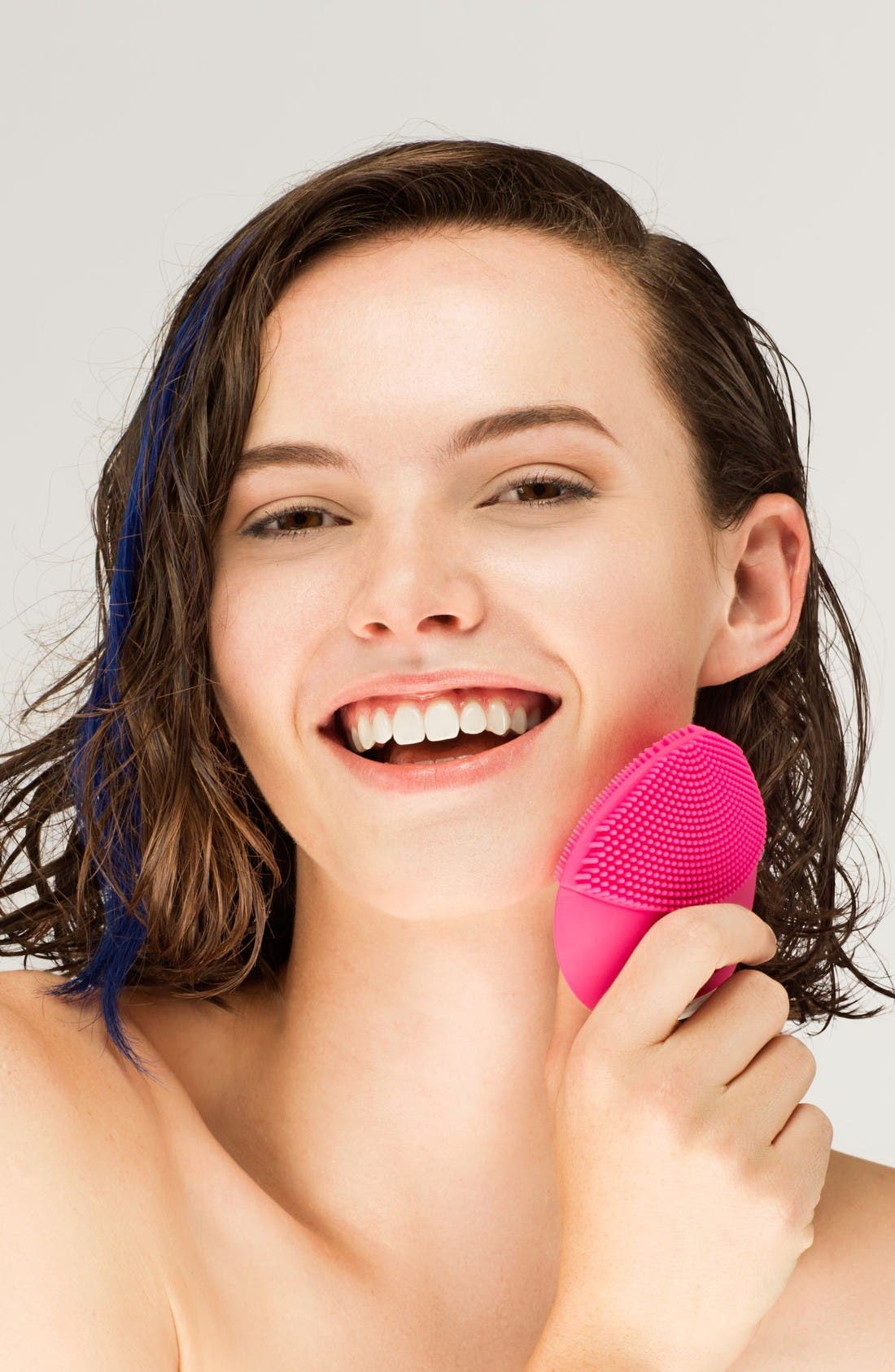 Alternate Image 4  - FOREO LUNA™ mini 2 Compact Facial Cleansing Device