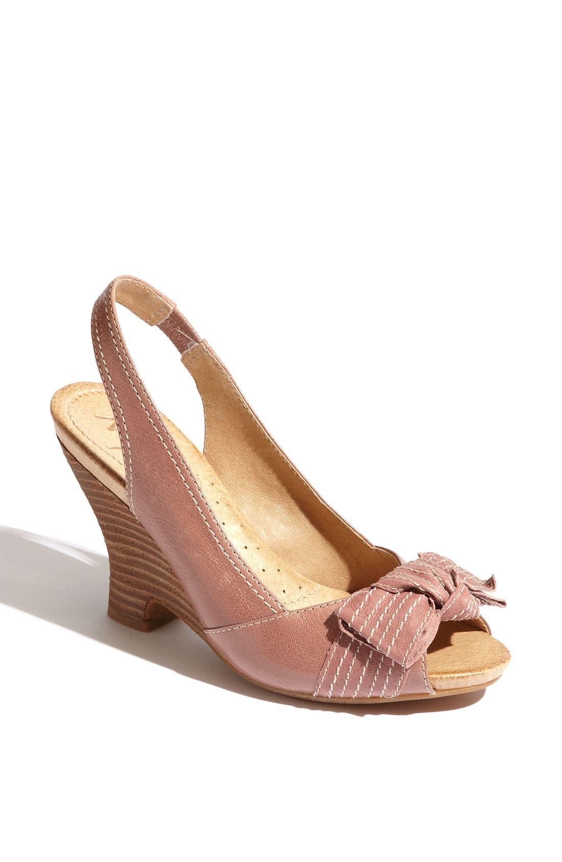 Main Image - Naya 'Giada' Sandal