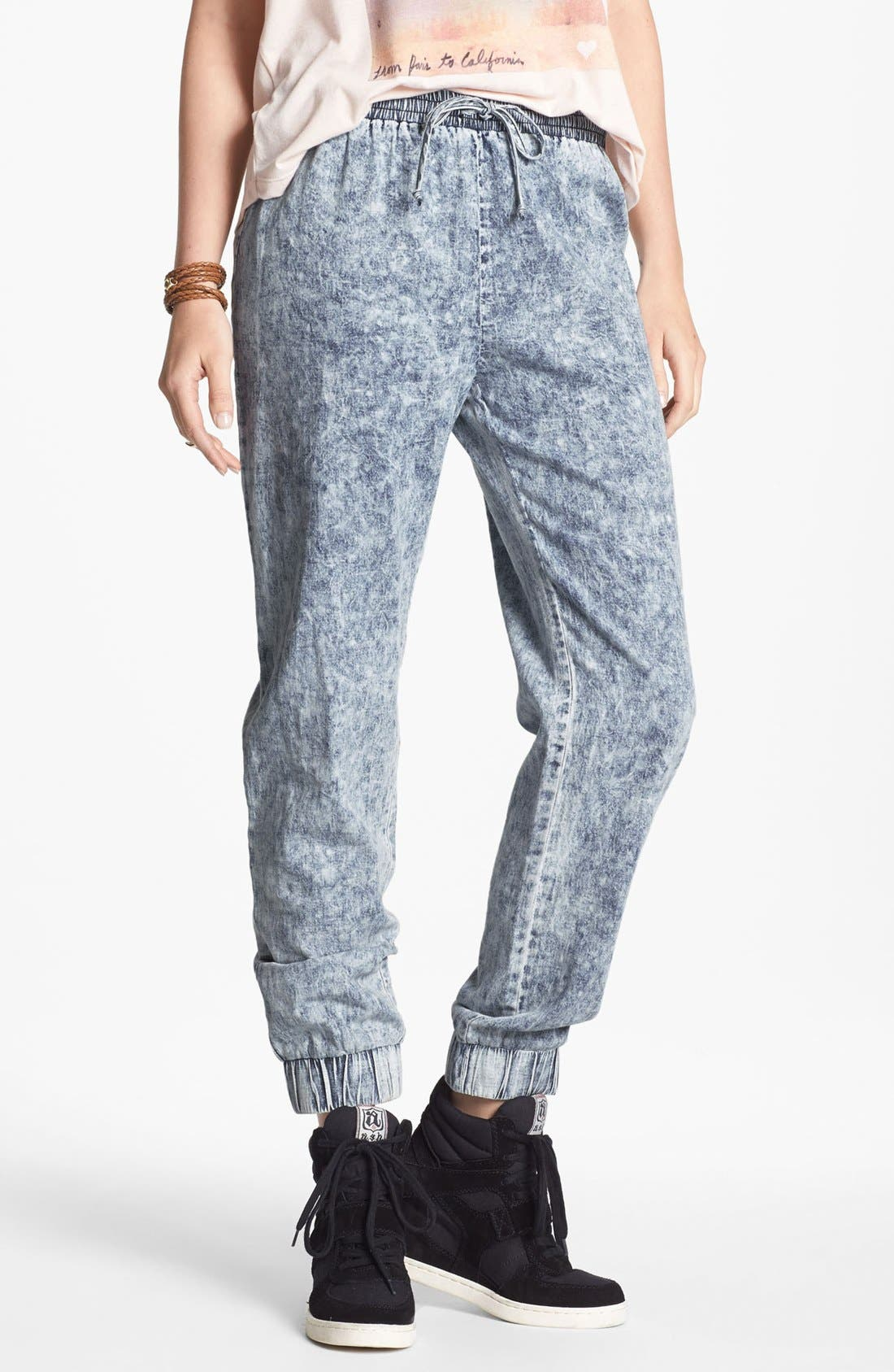 Main Image - Mimi Chica Acid Wash Chambray Jogging Pants (Juniors)