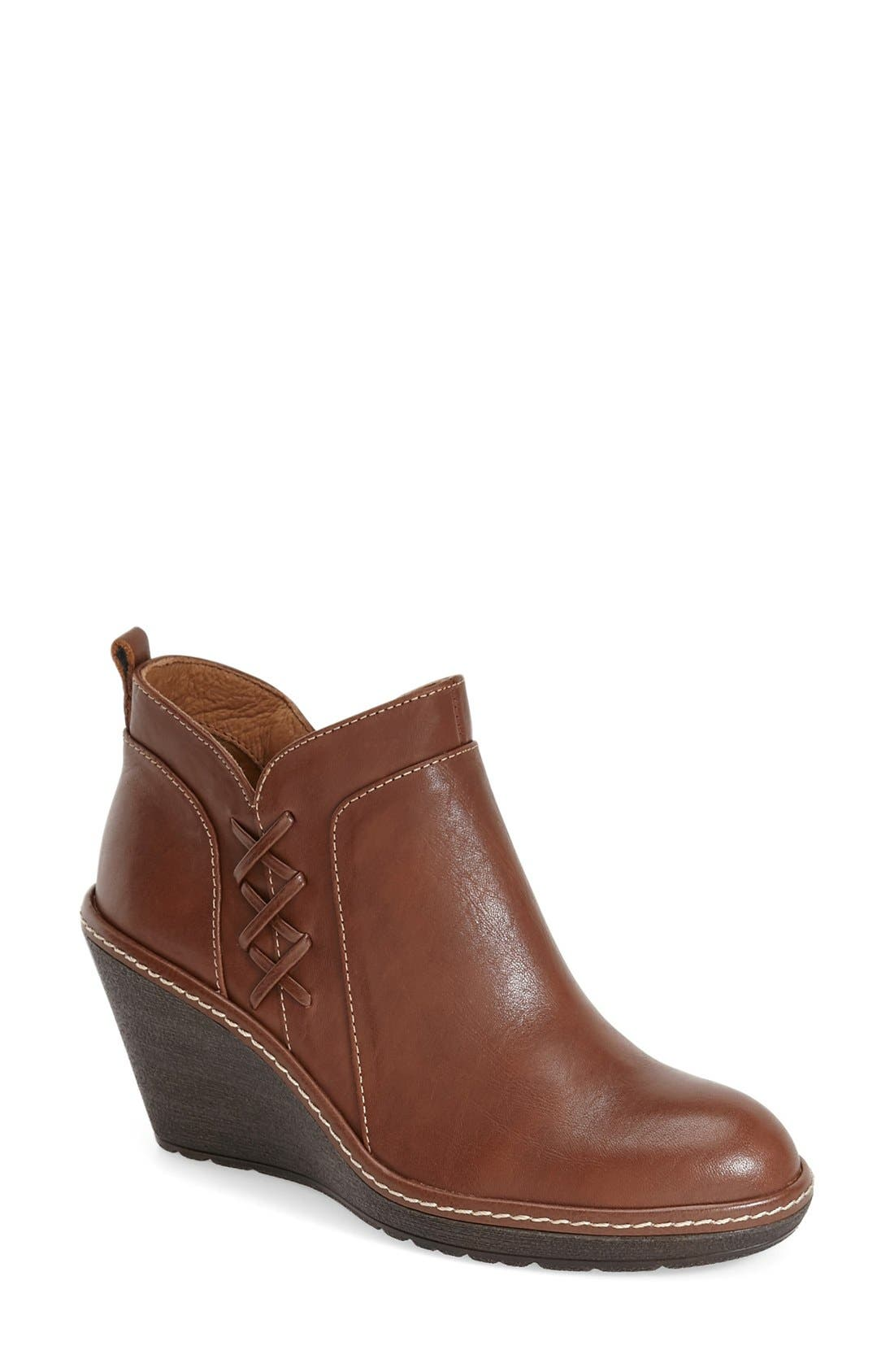 Söfft 'Carminda' Wedge Bootie (Women)