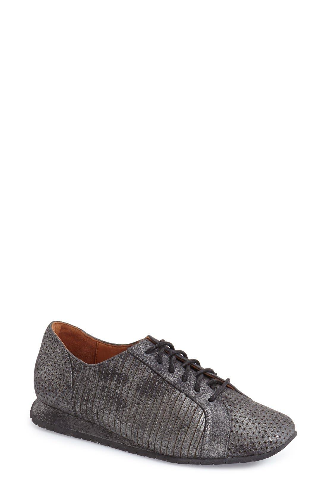 L'AMOUR DES PIEDS 'Trinet' Sneaker