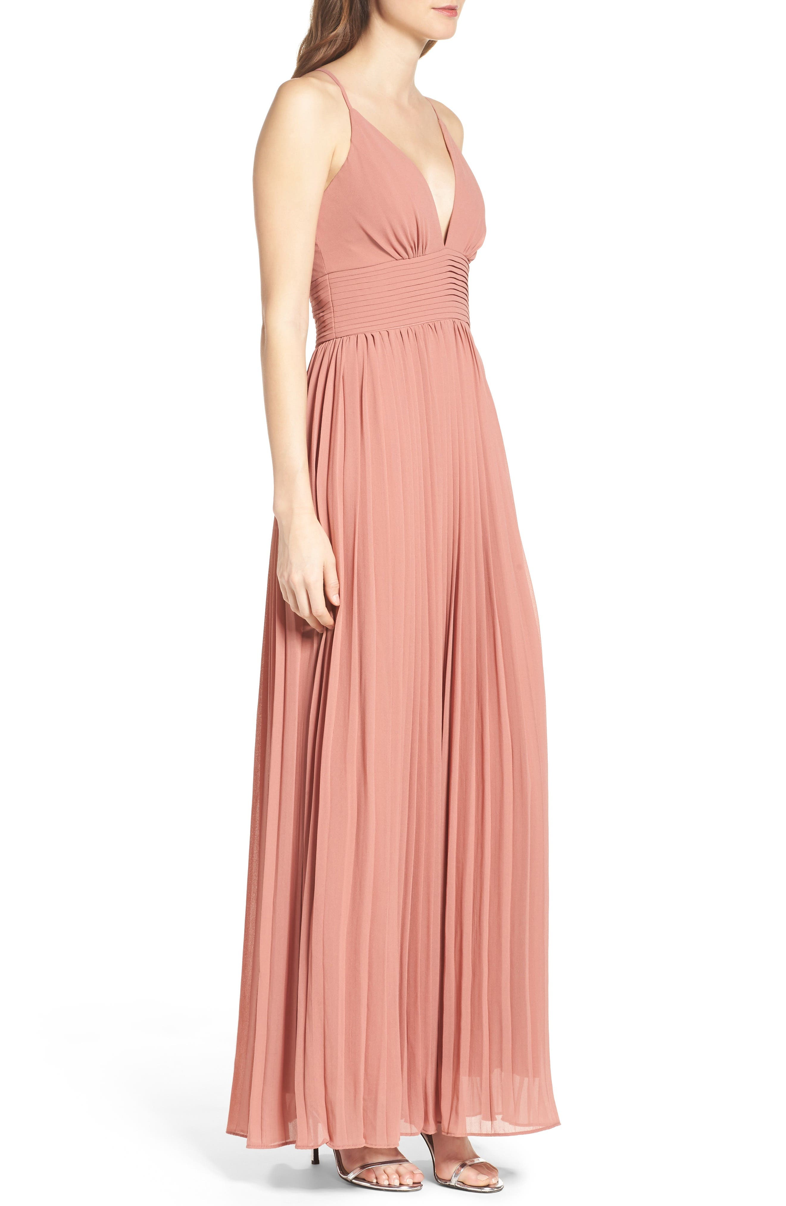 Alternate Image 3  - Lulus Plunging V-Neck Pleat Georgette Gown